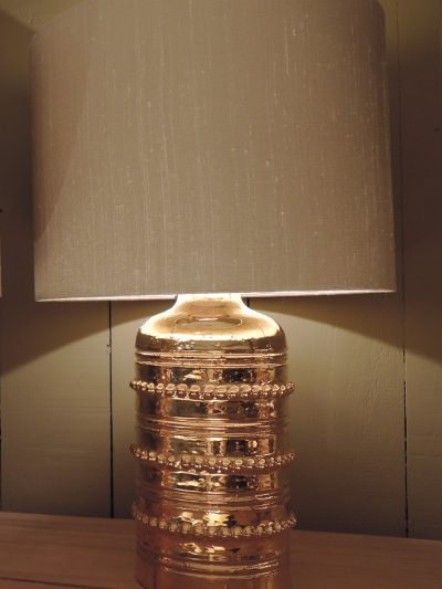 SINGLE SMALL CERAMIC LAMP WITH GILDED ENAMEL AND BEADS DECOR CA,1960