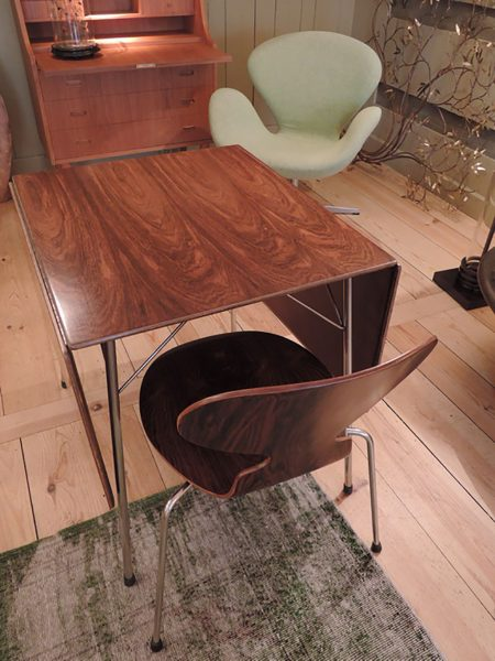 FOLDING TABLE+1 ANT CHAIR IN RIO ROSEWOOD BY ARNE JACOSBSEN CA.1960