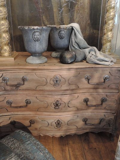 COMMODE LOUIS XIV EN NOYER NATUREL CA,1700