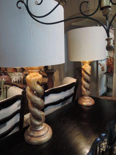 PAIRE DE LAMPES TORSADES EN BOIS DORE + AJ CYLINDRE