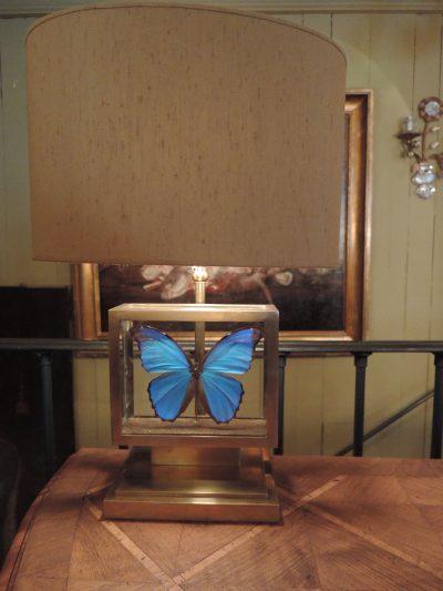 UNE LAMPE BOITE DE PAPILLON EN LAITON DORE + AJ ECRAN