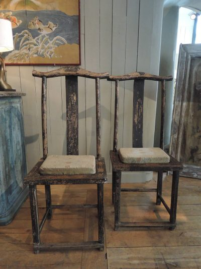 PAIR OF CHINESE CHAIRS WITH HIGH BACK AND BLACK PATINA – XIXTH CENTURY