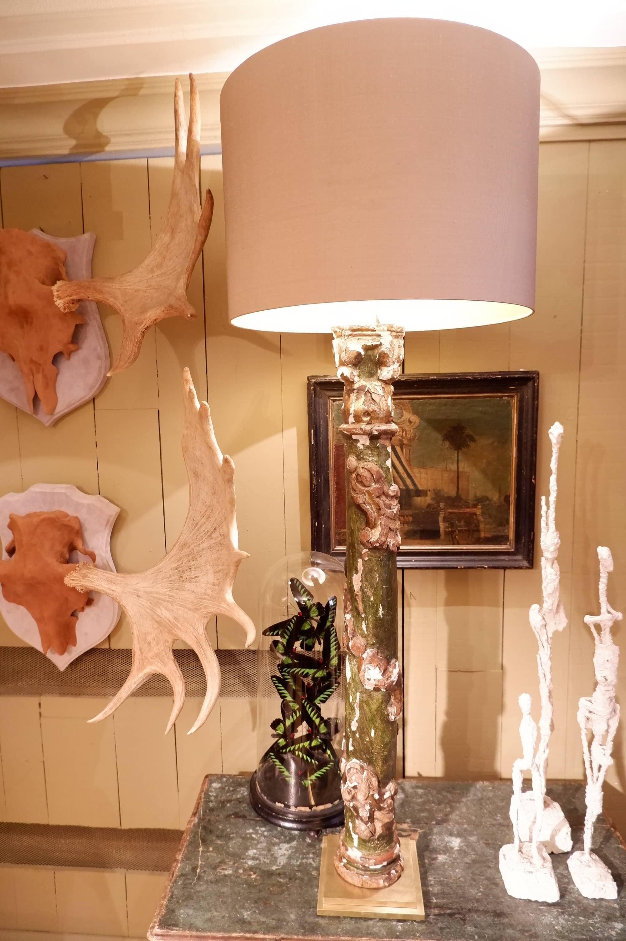 PAIRE DE LAMPES COLONNES ITALIENNES XVIIIE EN BOIS VERT FONCE + FEUILLES DOREES – AJ CYLINDRE EN SOIE