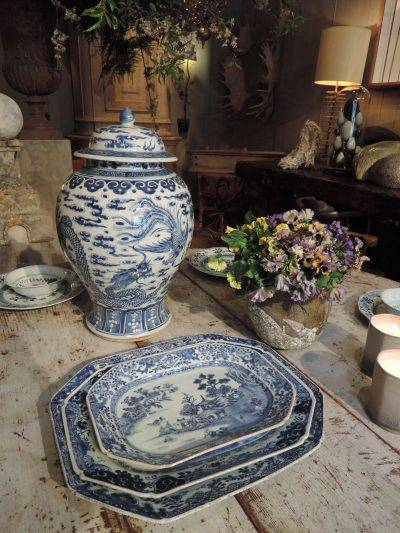 LARGE ENSEMBLE DE PORCELAINE CHINOISE QUIANLONG 1736-1795 -DECOR BLANC/BLEU