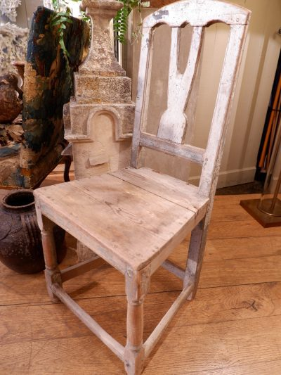 SWEDISH FOLK ART CHAIR WITH WHITE PATINA WHITE EARLY 19TH CENTURY