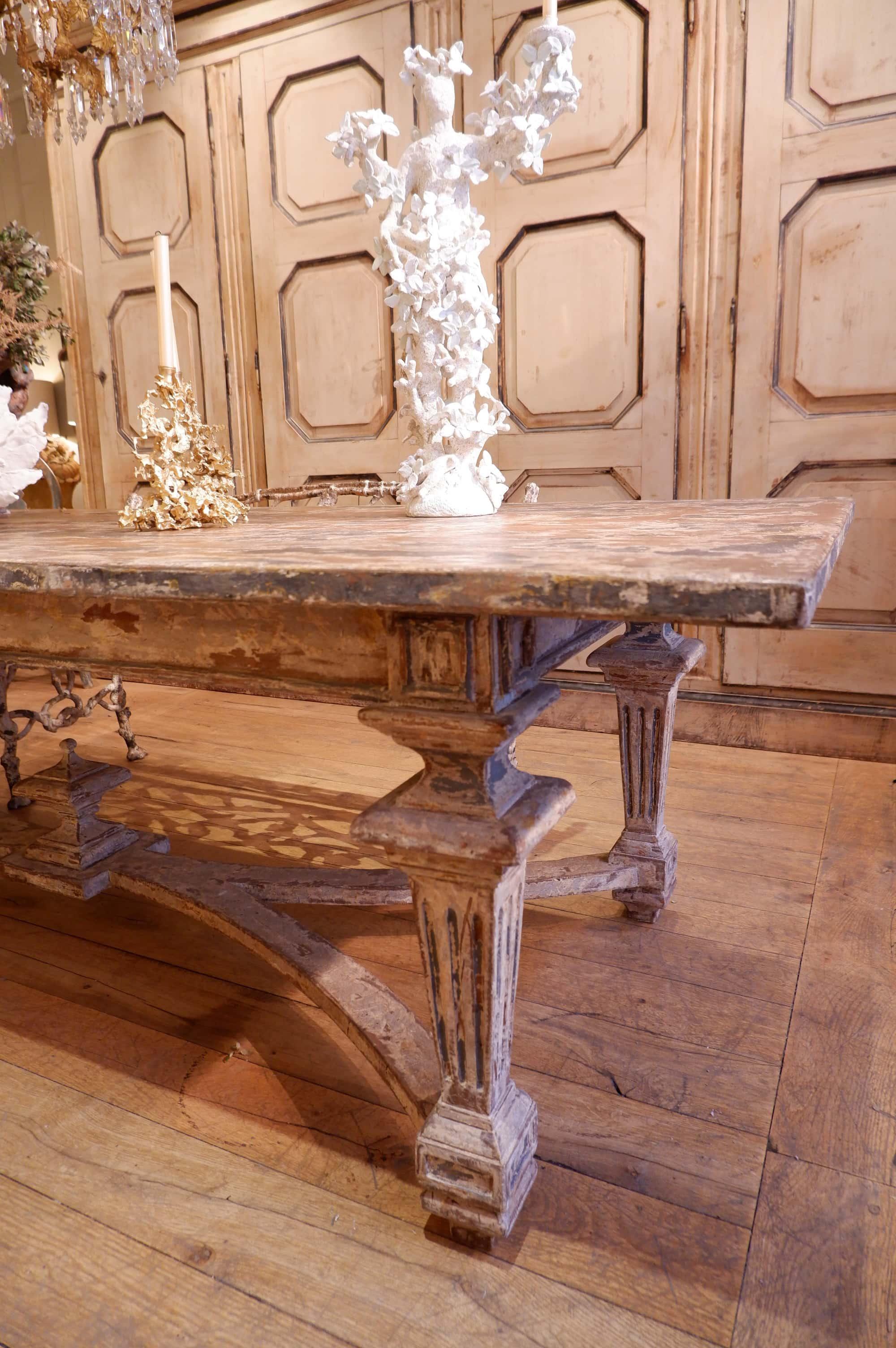 Grande table italienne Néo-classique en bois peint XIXe