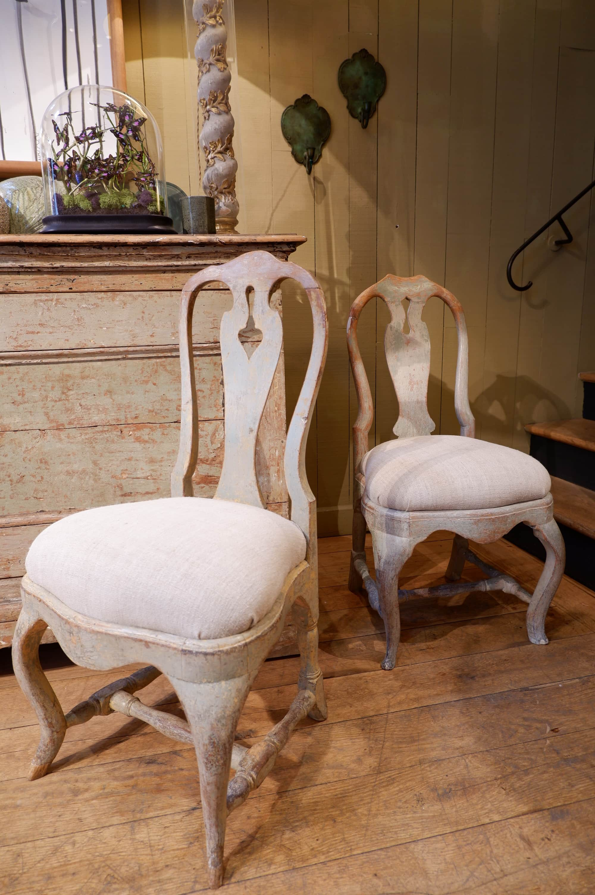 Paire de chaises suédoises baroques patine vert d'eau ca.1750