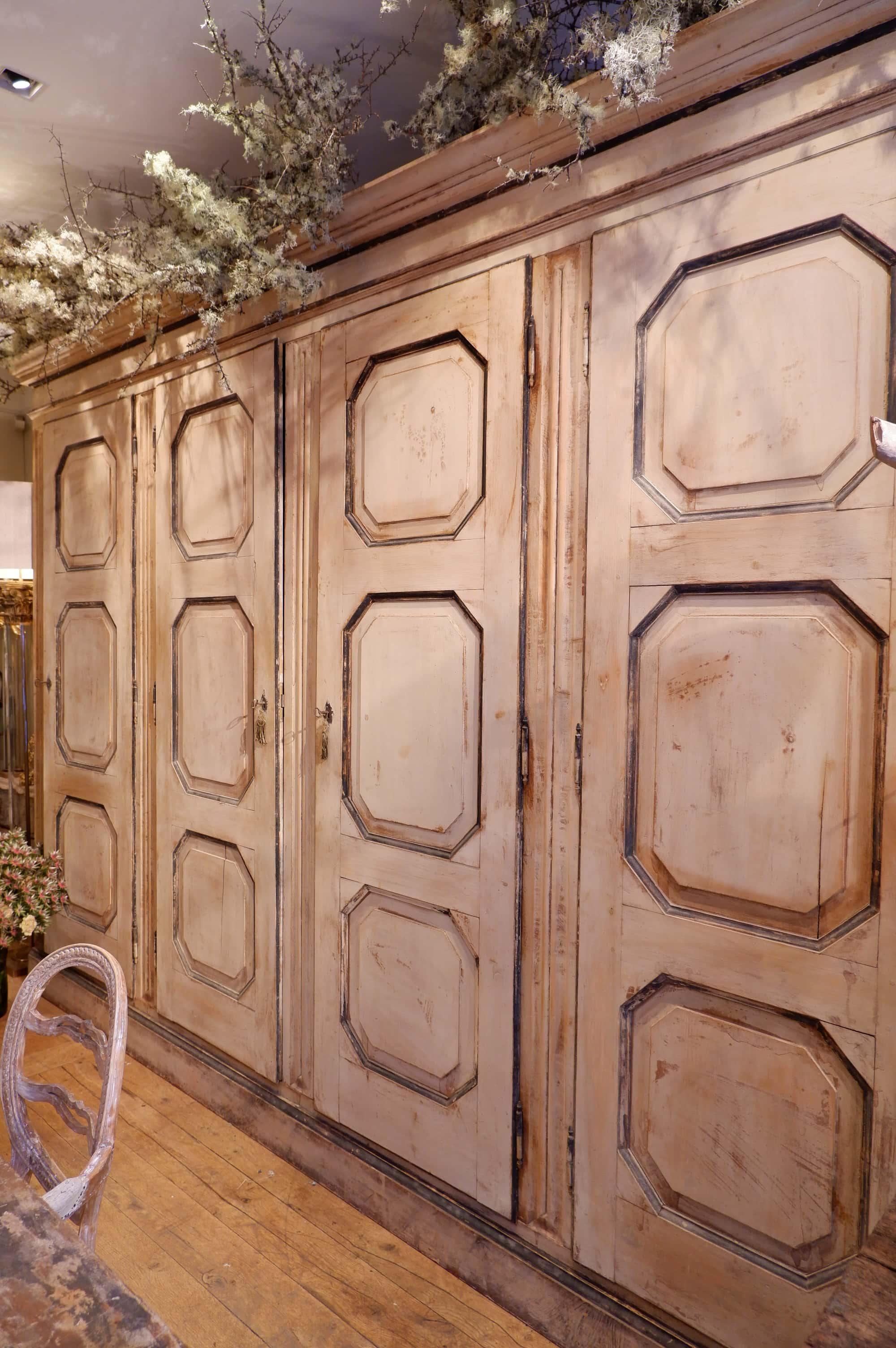 Grande armoire italienne a 4 portes en bois bois peint XIXe