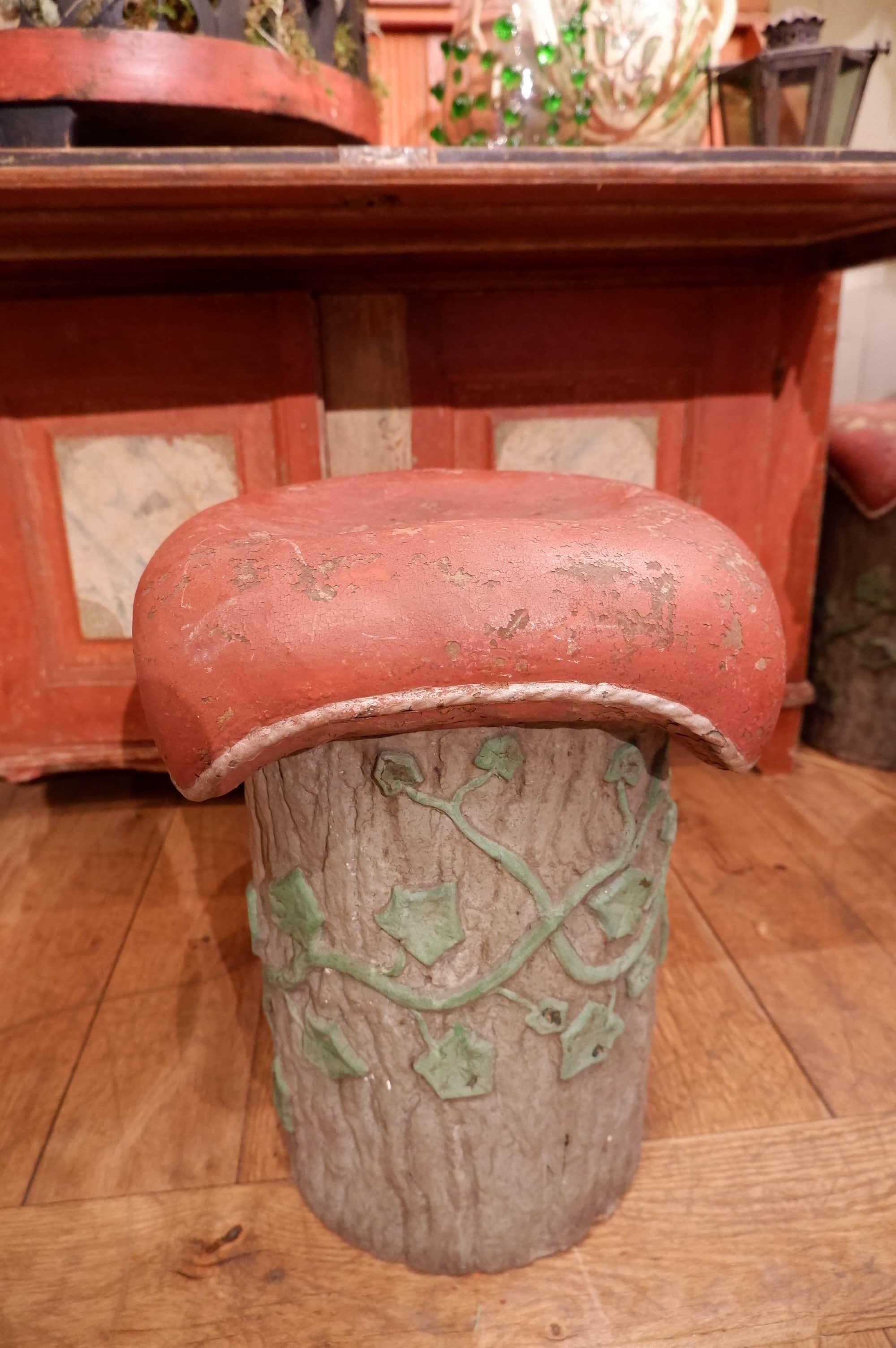 """Paire de tabourets en ciment peint """"souche+coussin rouge"""" ca.1900"""