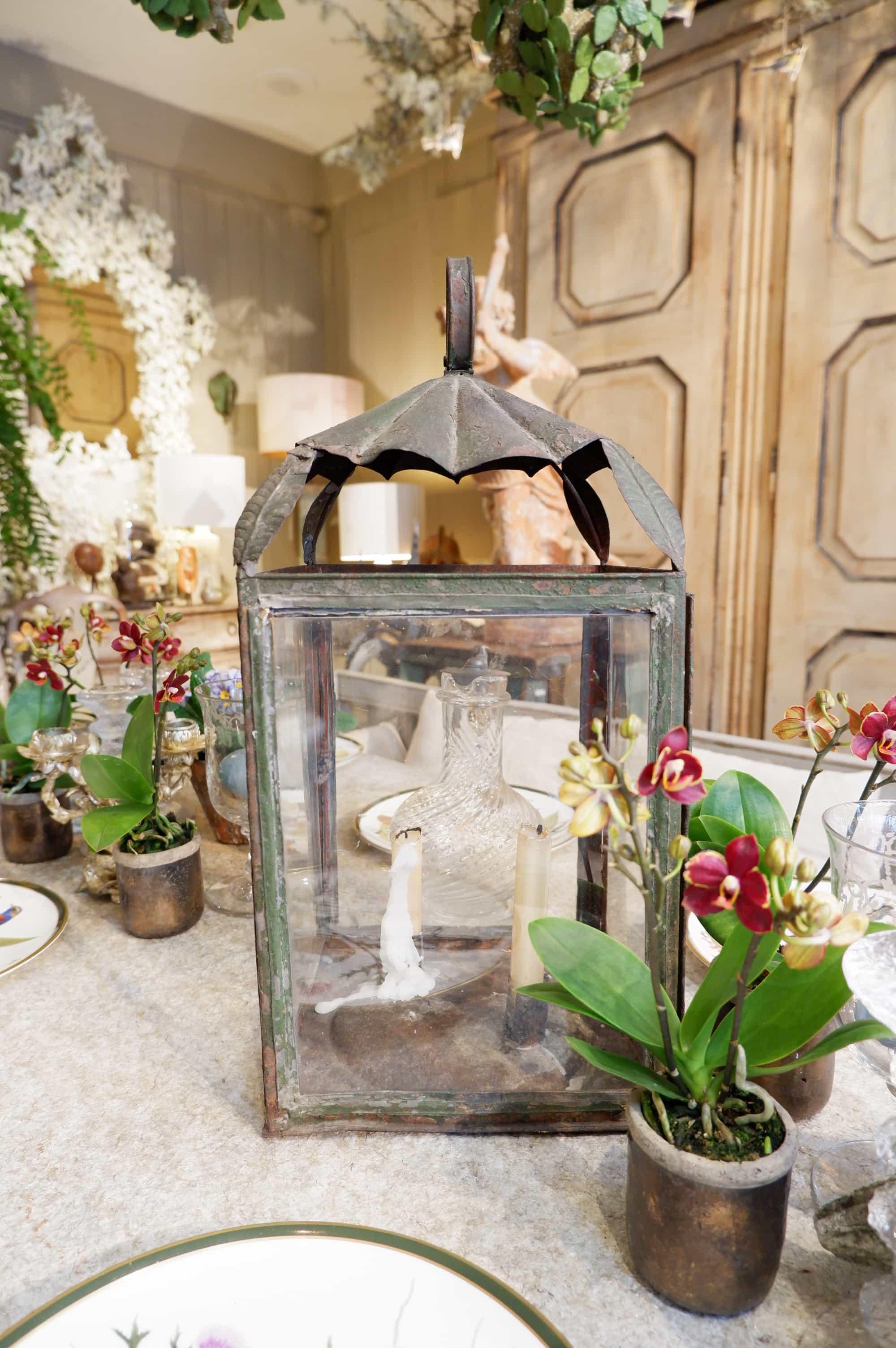Lanterne néoclassique en tole ornée de 4 feuilles XIXe