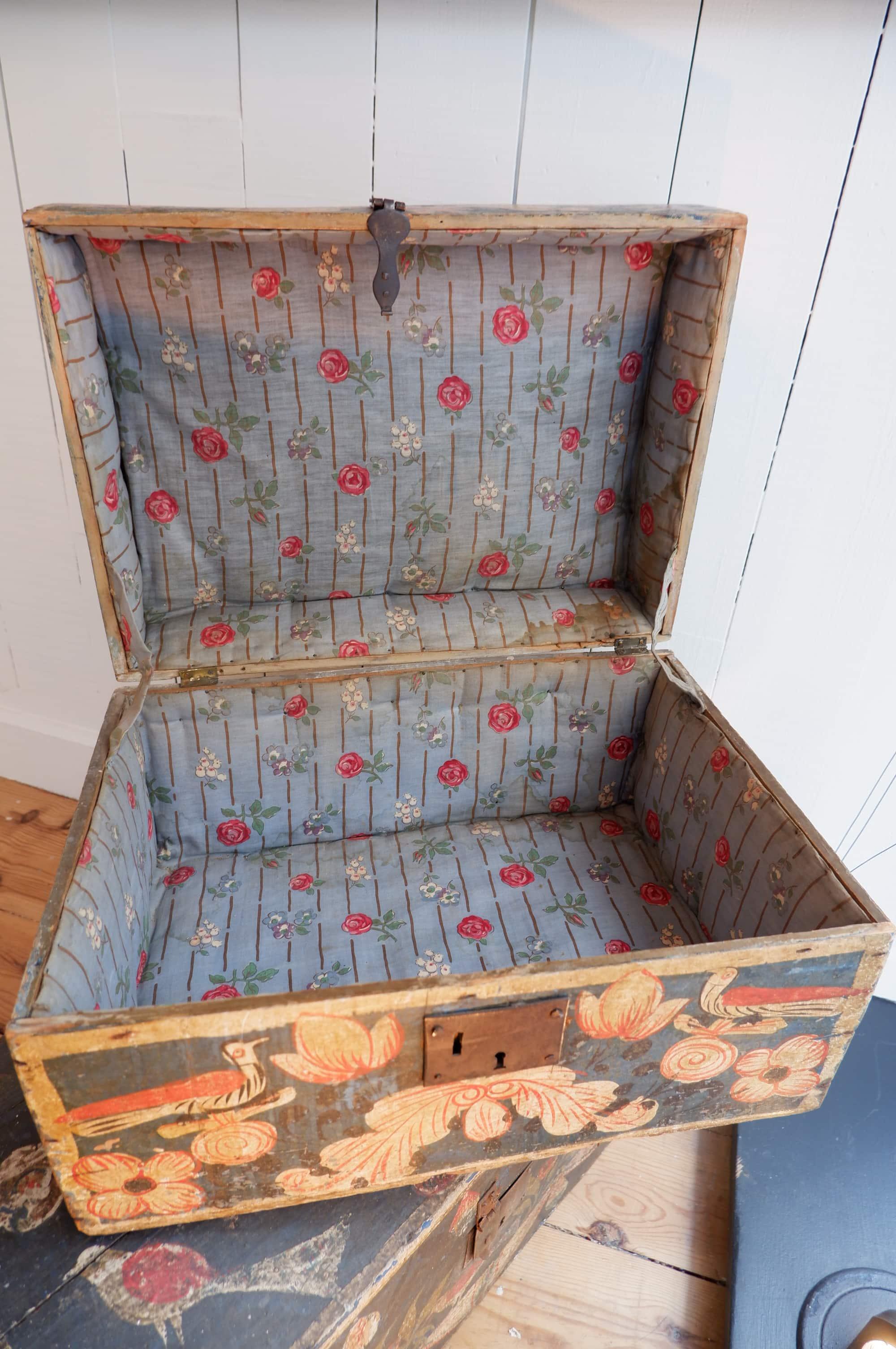 Coffres de mariage Normands en bois peint ca.1800