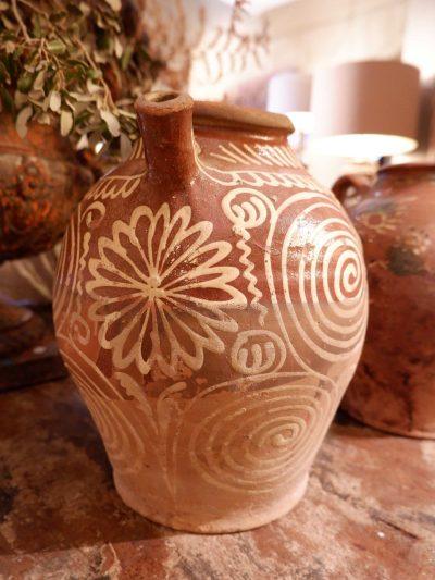 Grande collection de cruches du Val de Saône en terre cuite vernissée – époque XVIIIe