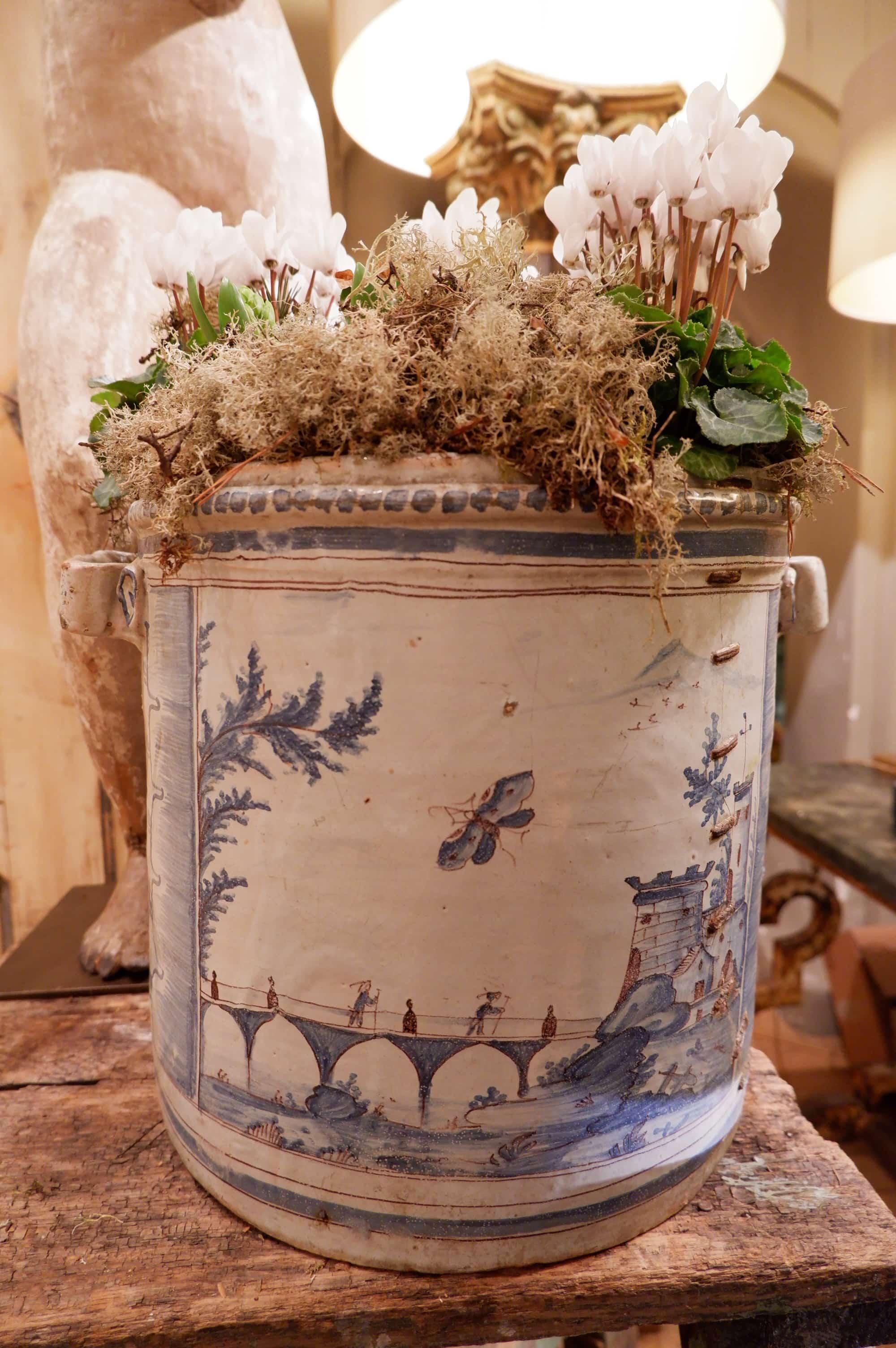 Grand vase cache-pot de Nevers  XVIIe