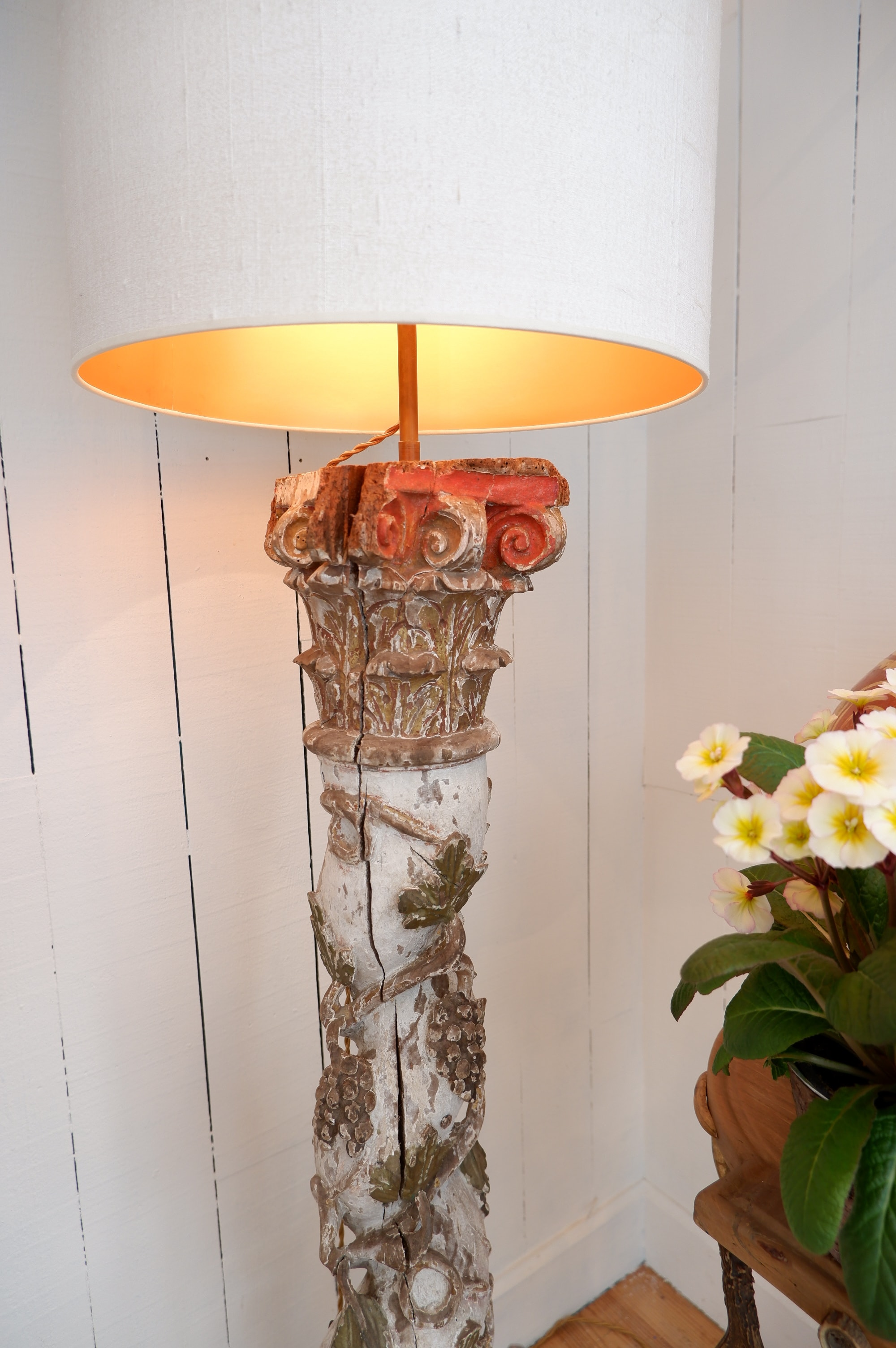 Floor lamp cables clusters of grapes in wood carved polychrome ERA eighteenth + AJ cylinders