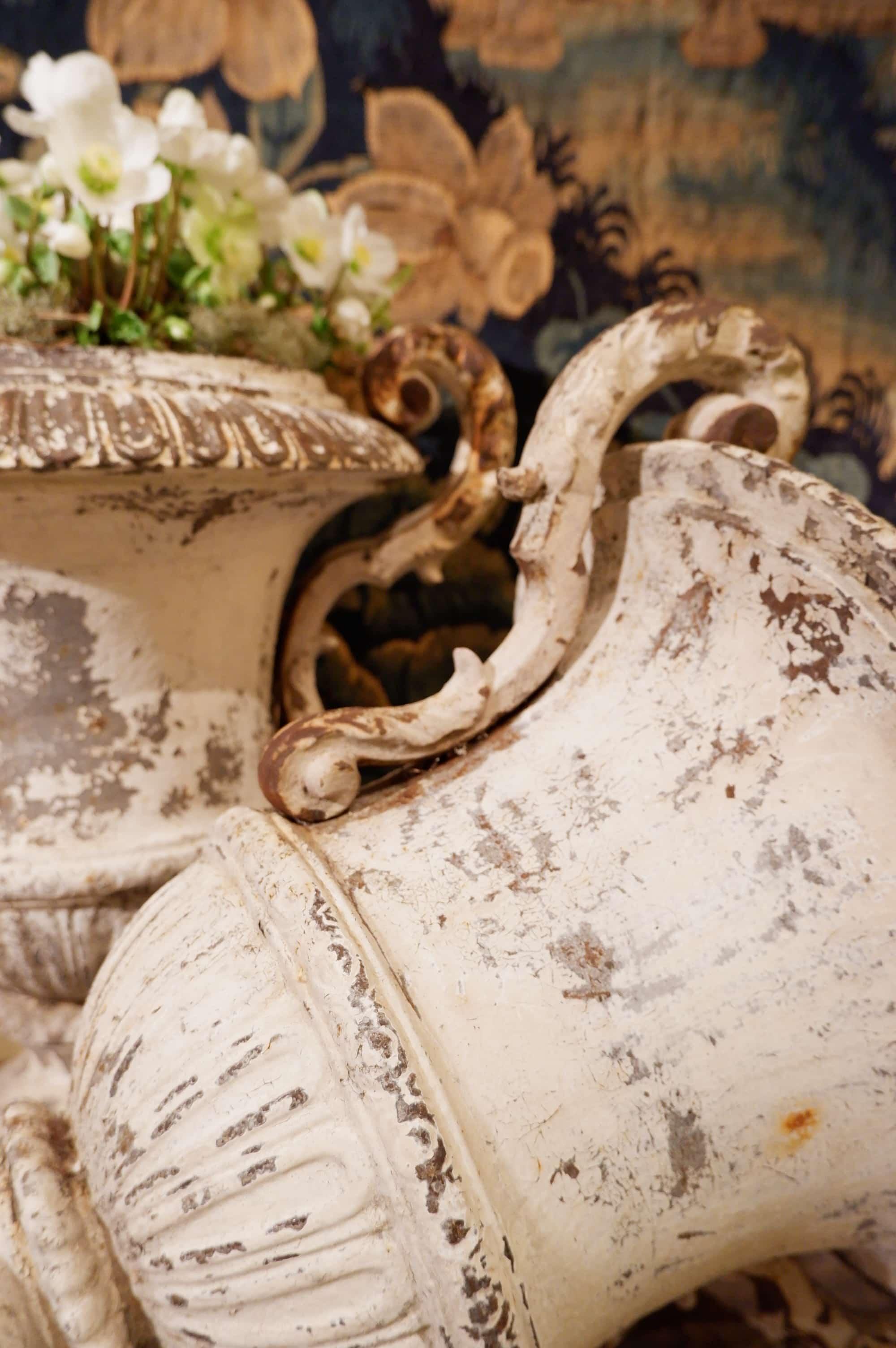 Paire de grands vases médicis en fonte blanche début du XIXe