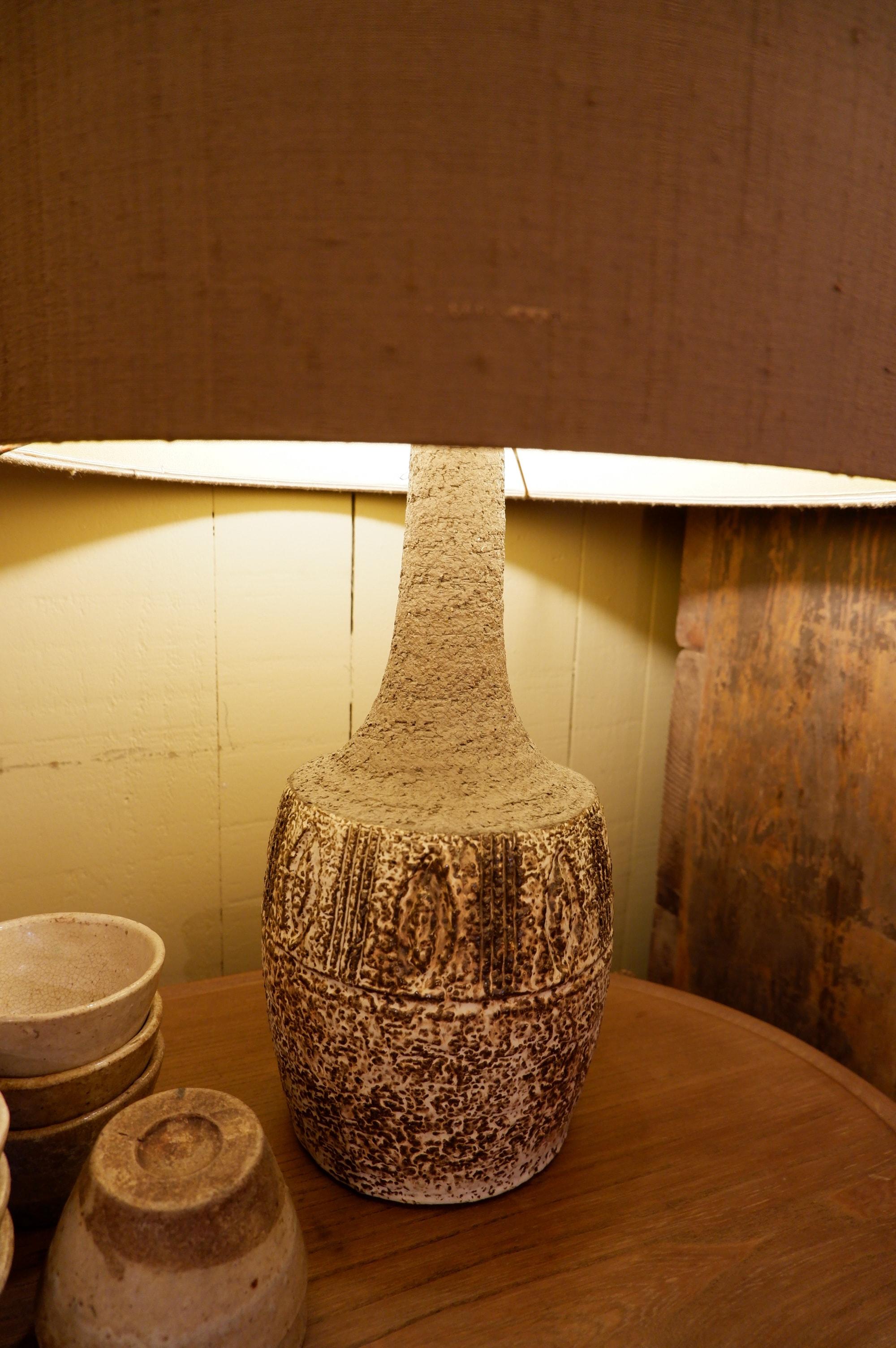 Lampe en céramique chamotée brune et blanche – Danemark 1960