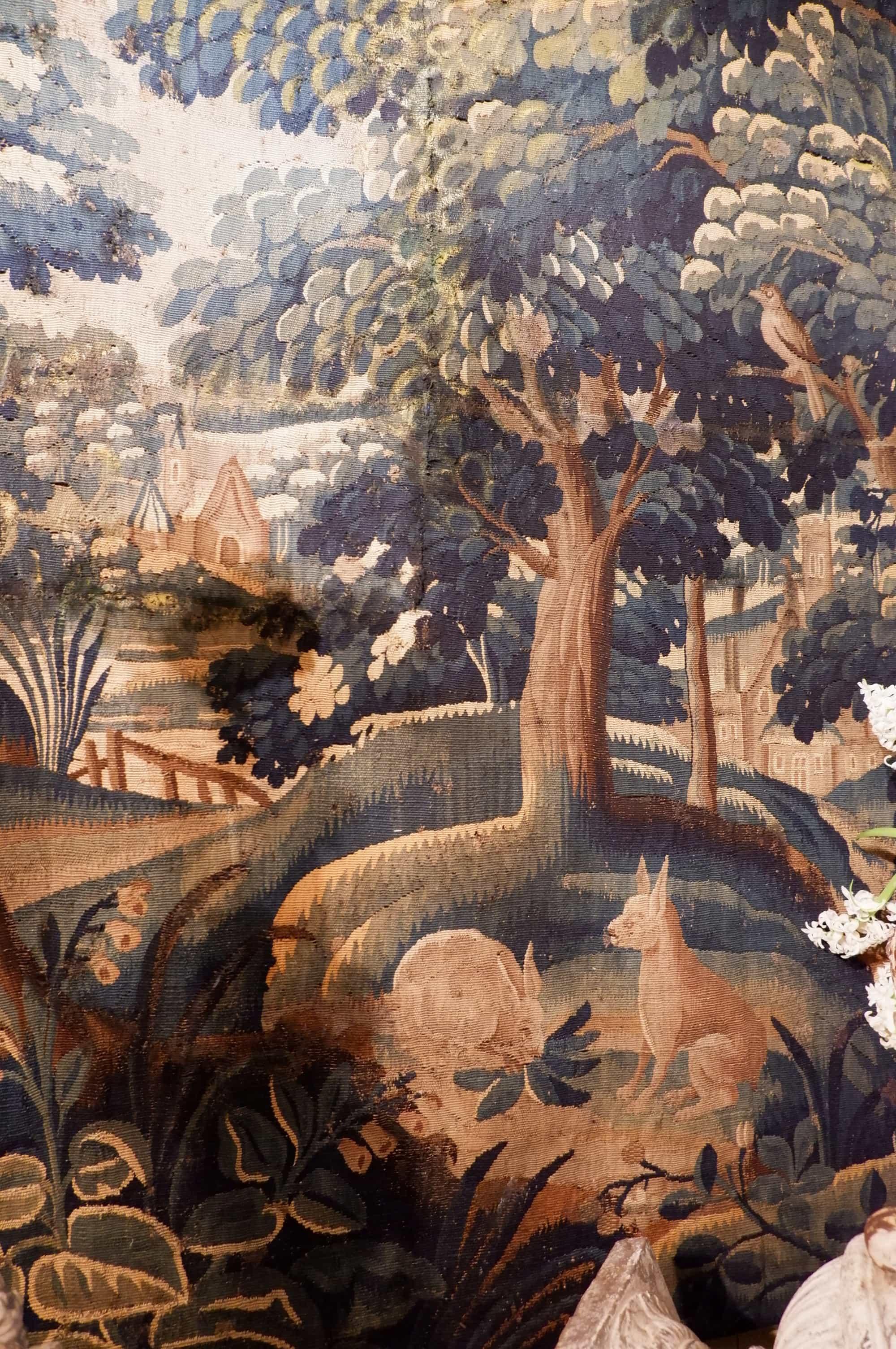 """Fragment de tapisserie d'Aubusson d'époque XVIII """"Lapins"""""""