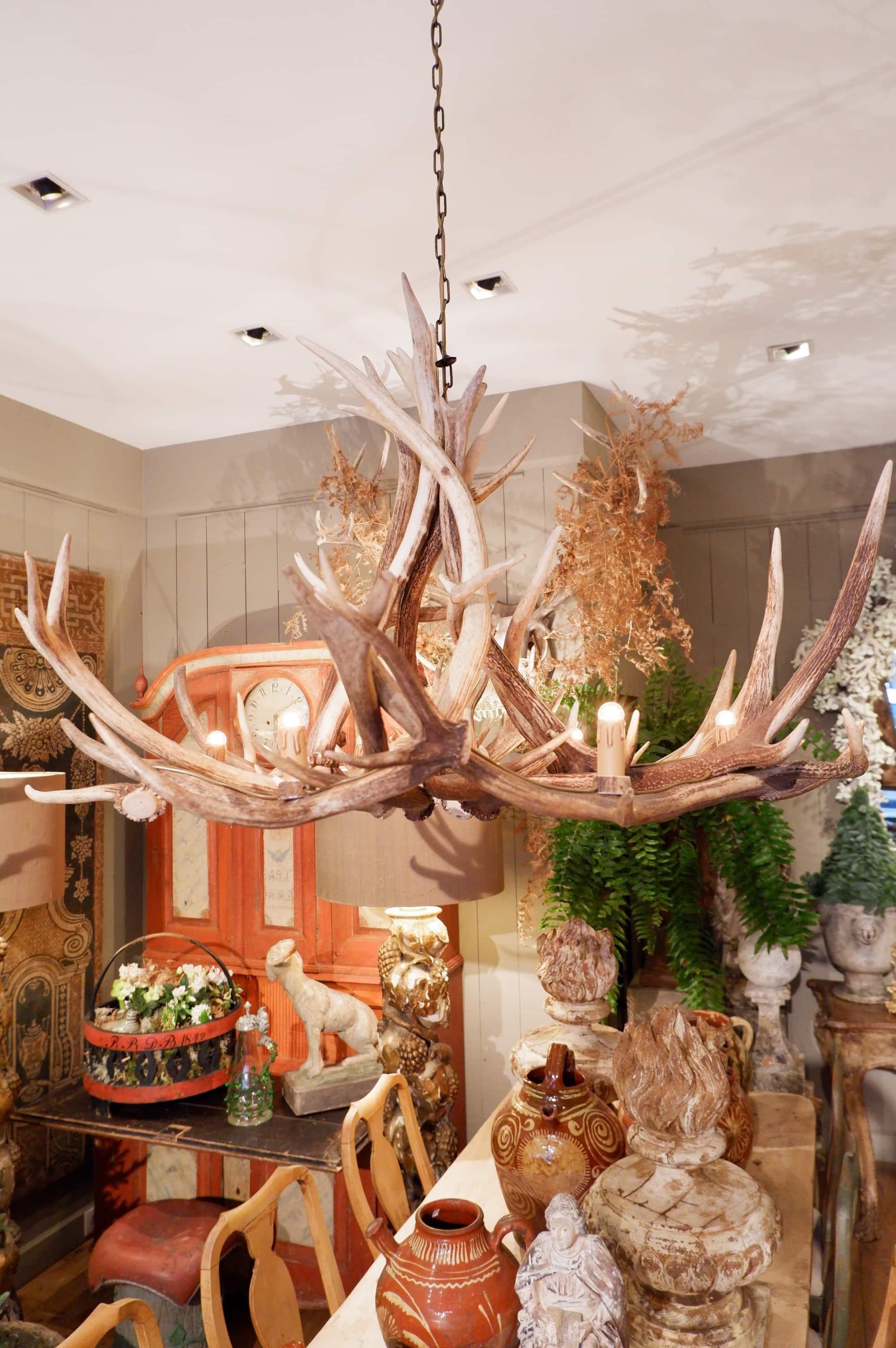 Grand lustre en bois de cerf