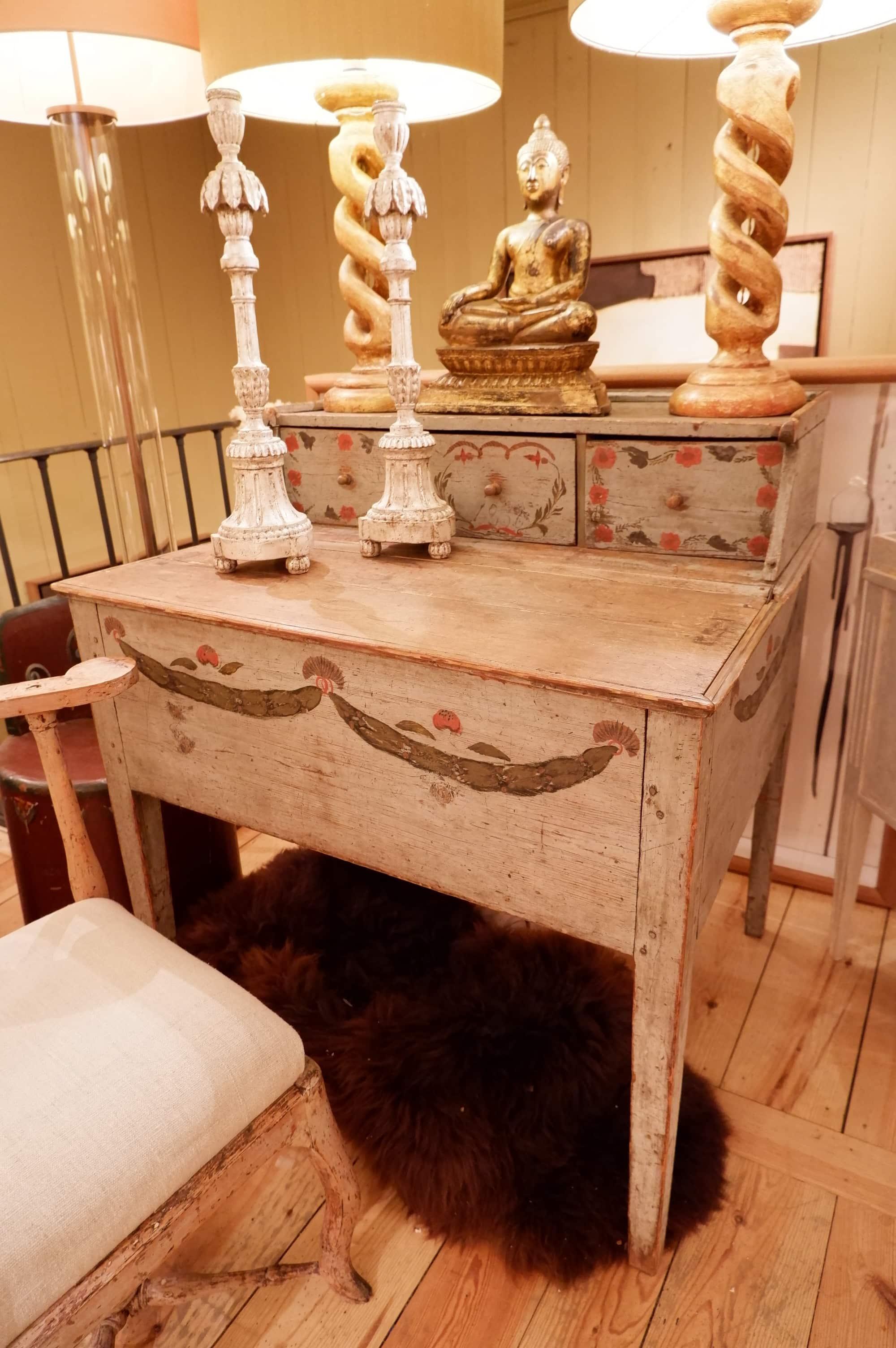 Bureau à gradin gustavien en bois peint décor polychrome ca.1850