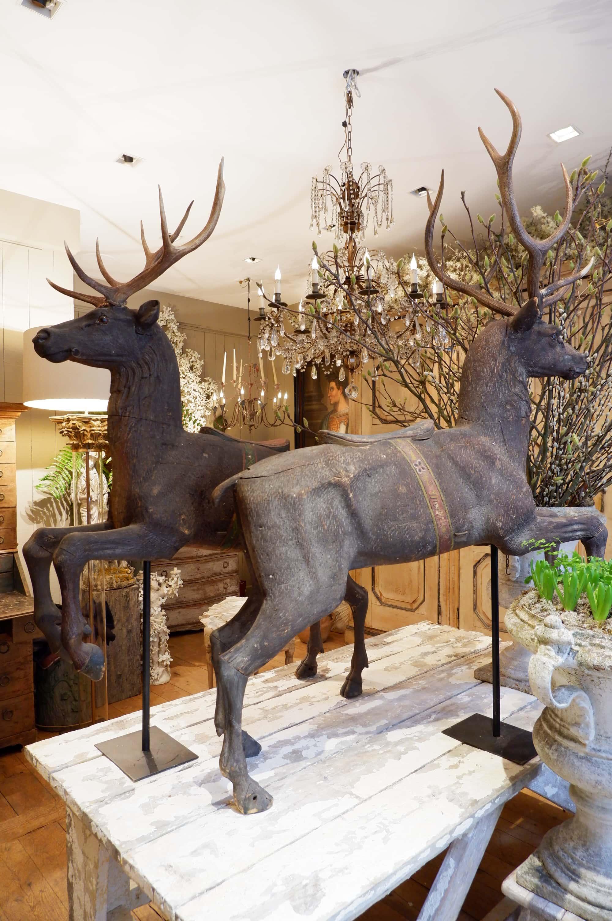 Paire de cerfs en bois sculpté polychrome XIXe –