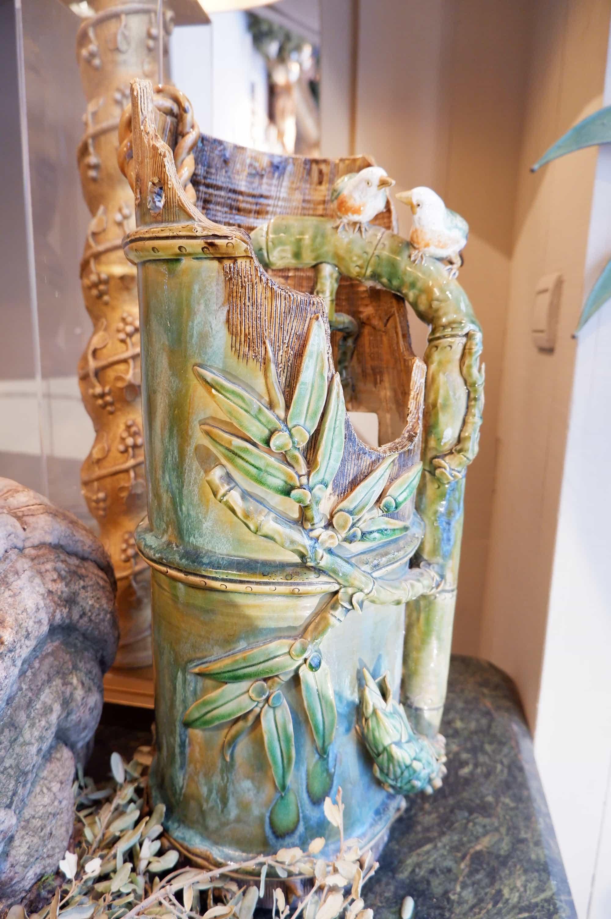 Fontaine en céramique émaillée Décor de bambous et oiseaux- Japon ca.1900