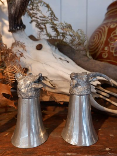 Cornes à boire en métal – têtes d'animaux ca.1900