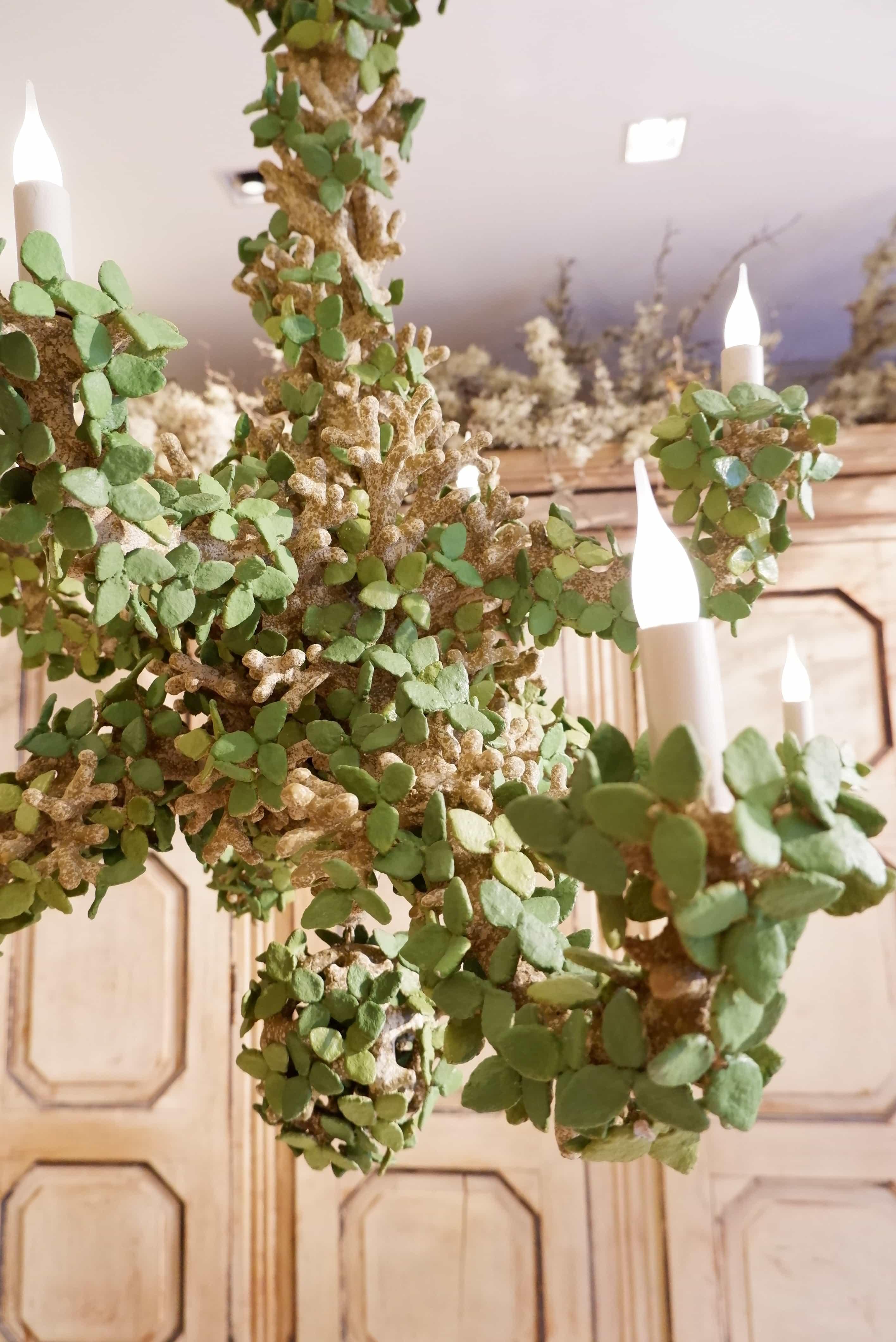 """Lustre """"feuilles vertes"""" à 8 bras, par Edouard Chevalier"""