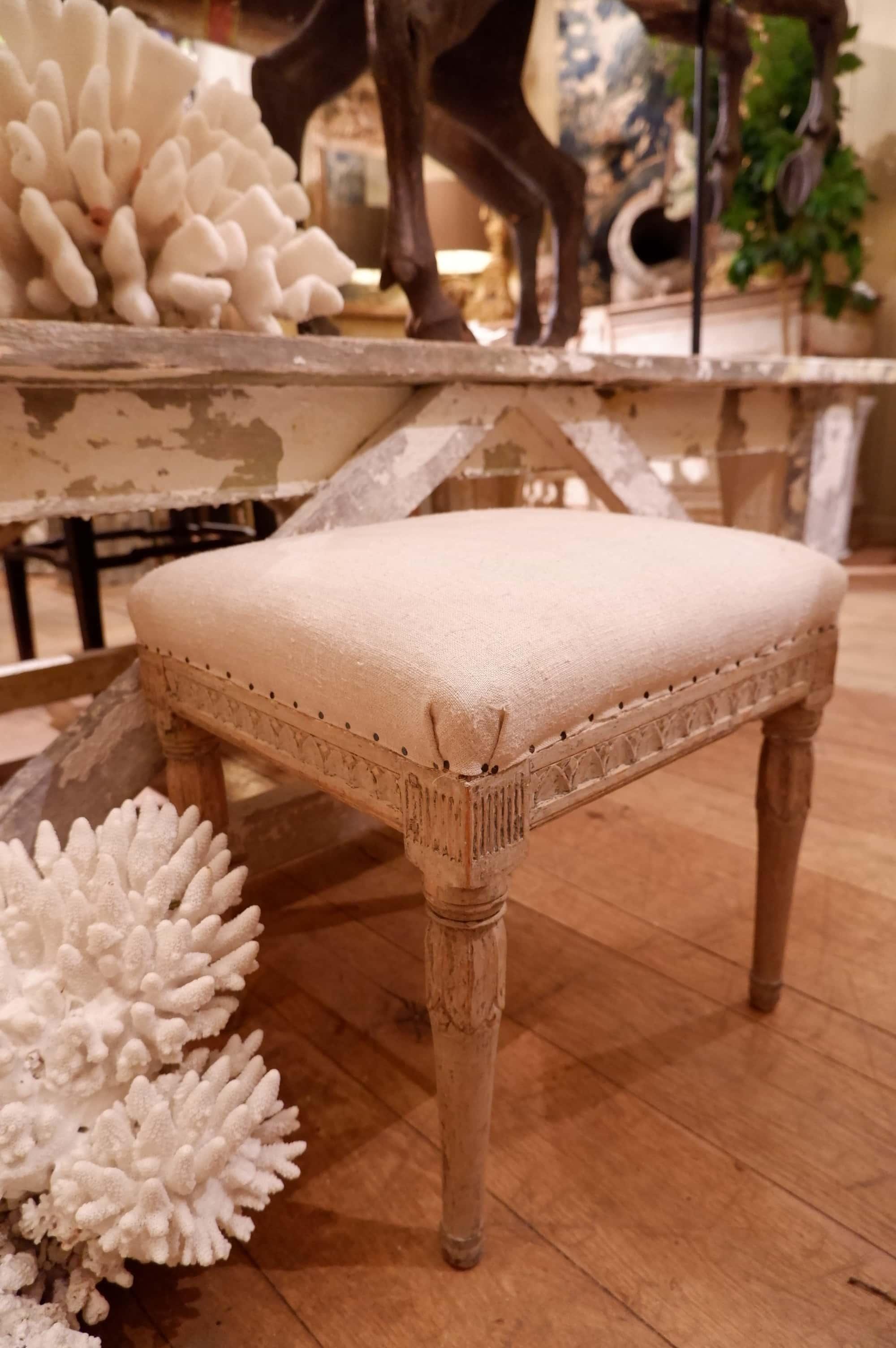 Repose-pieds ou tabouret gustavien XIXe – patine blanche