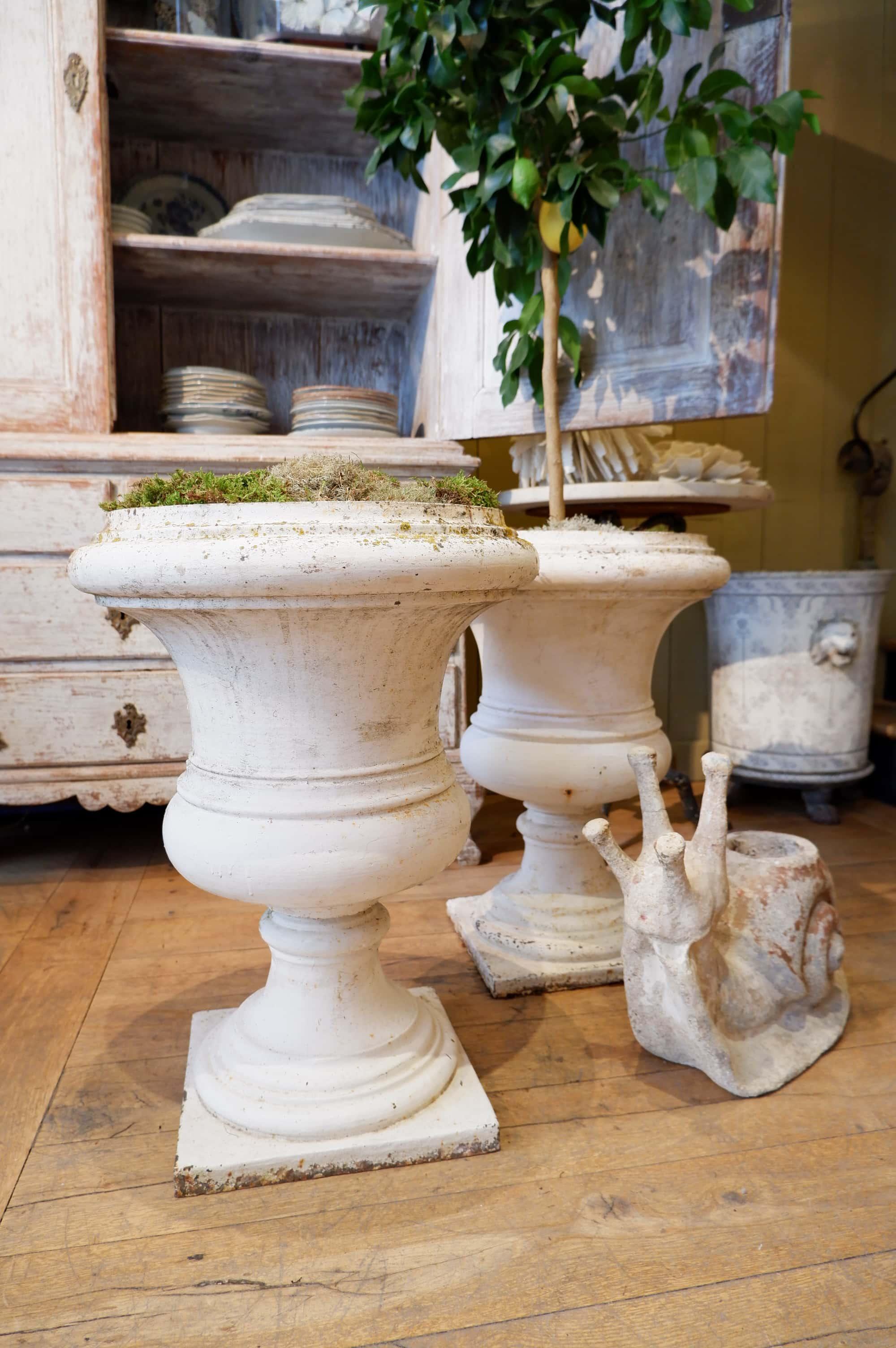 Paire de trés grands vases en fonte blanche XIXe