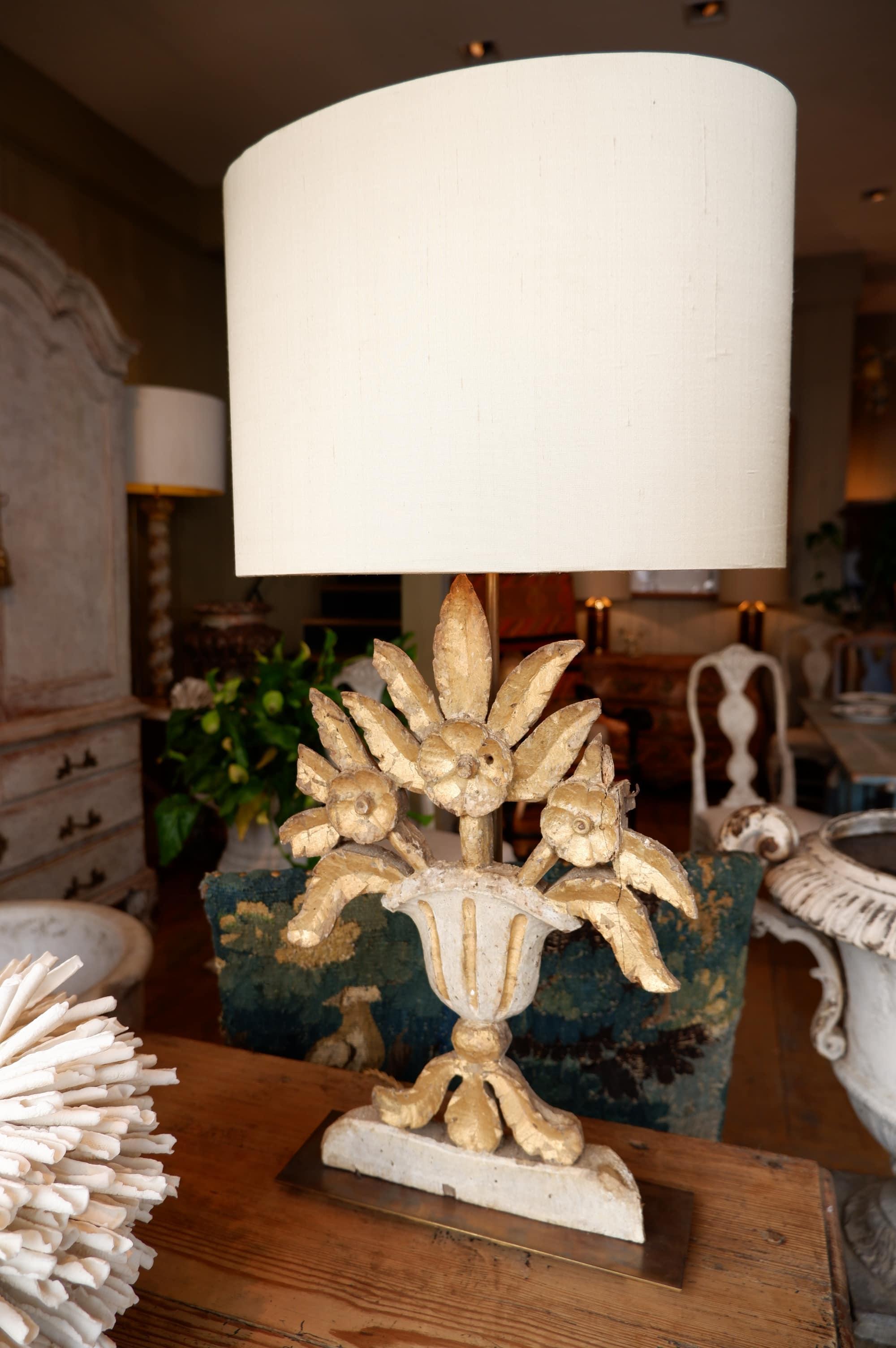 Paire de lampes bouquets plats en bois doré XVIIIe + AJ