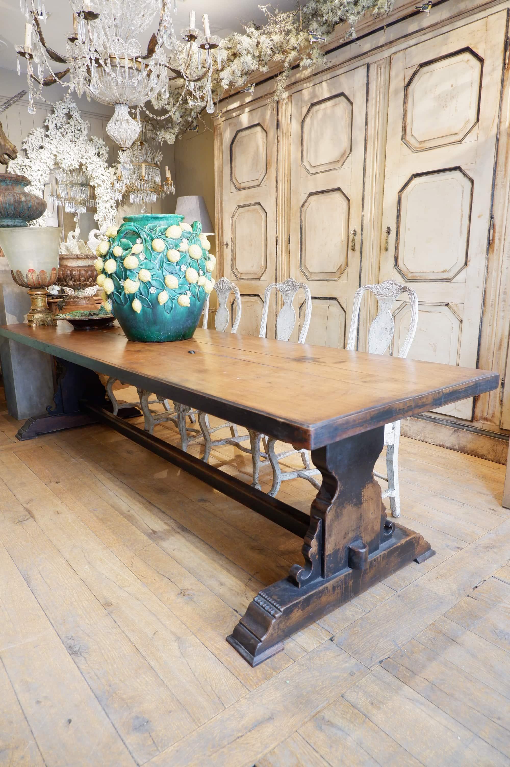 Grande table de monastère en bois patine noire fin XIXe
