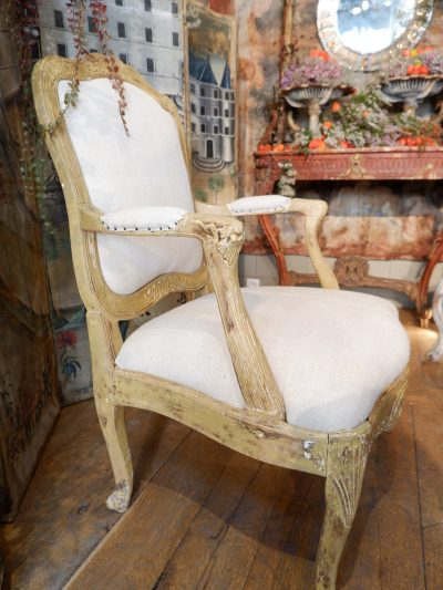 Grand fauteuil Louis XV jaune ocre ca.1800