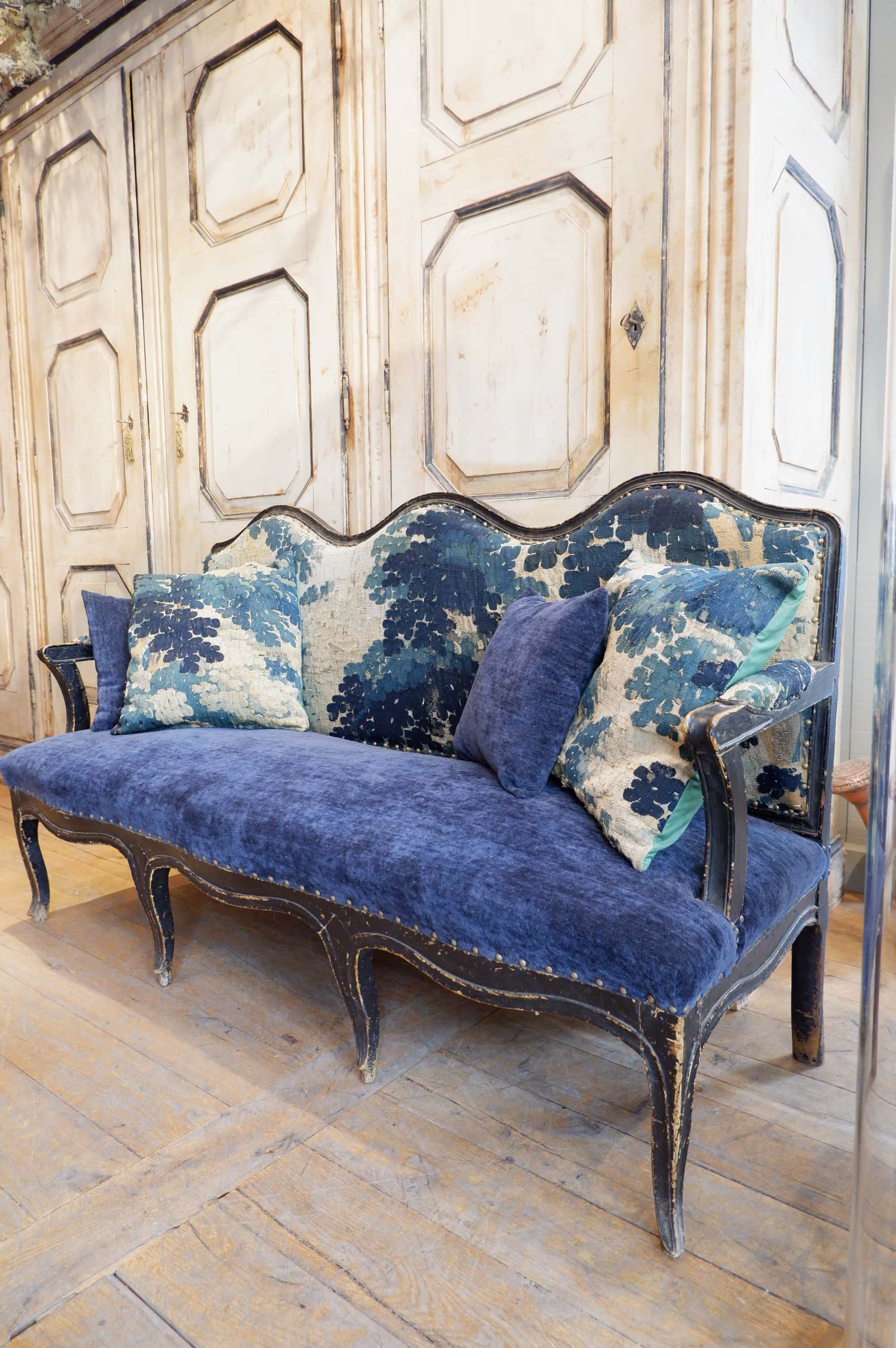 Louis XV bench with black patina and tapestry fragment ca.1750
