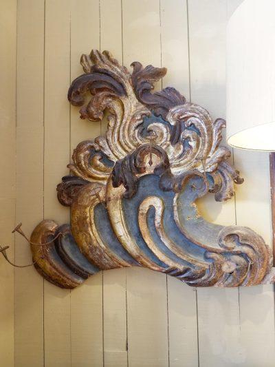 2 Grandes frises Vénitiennes en bois sculpté feuille d'or polychrome – porte chandelles XVIIIe
