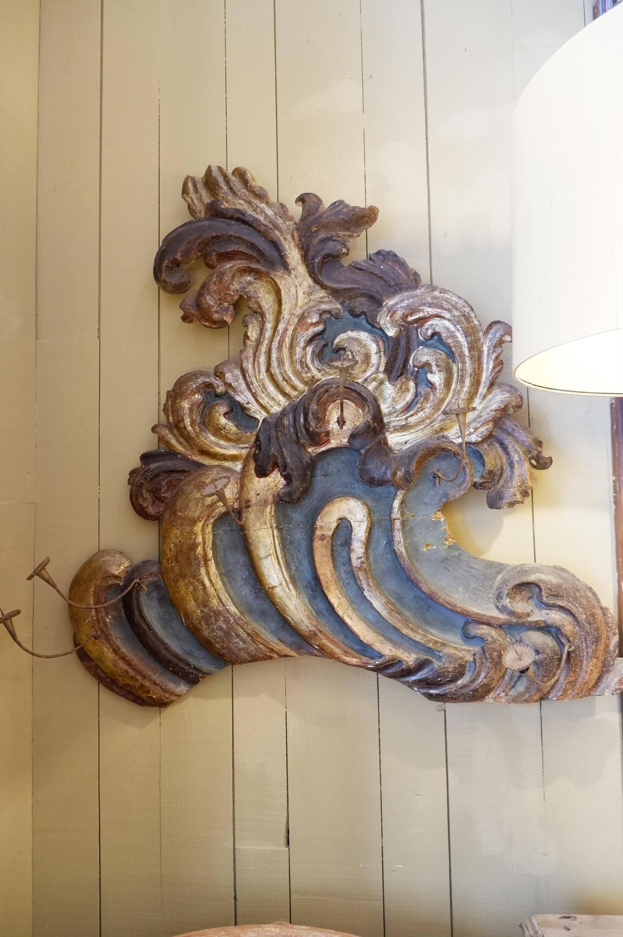 Grandes frises Vénitiennes en bois sculpté feuille d'or polychrome – porte chandelles XVIIIe