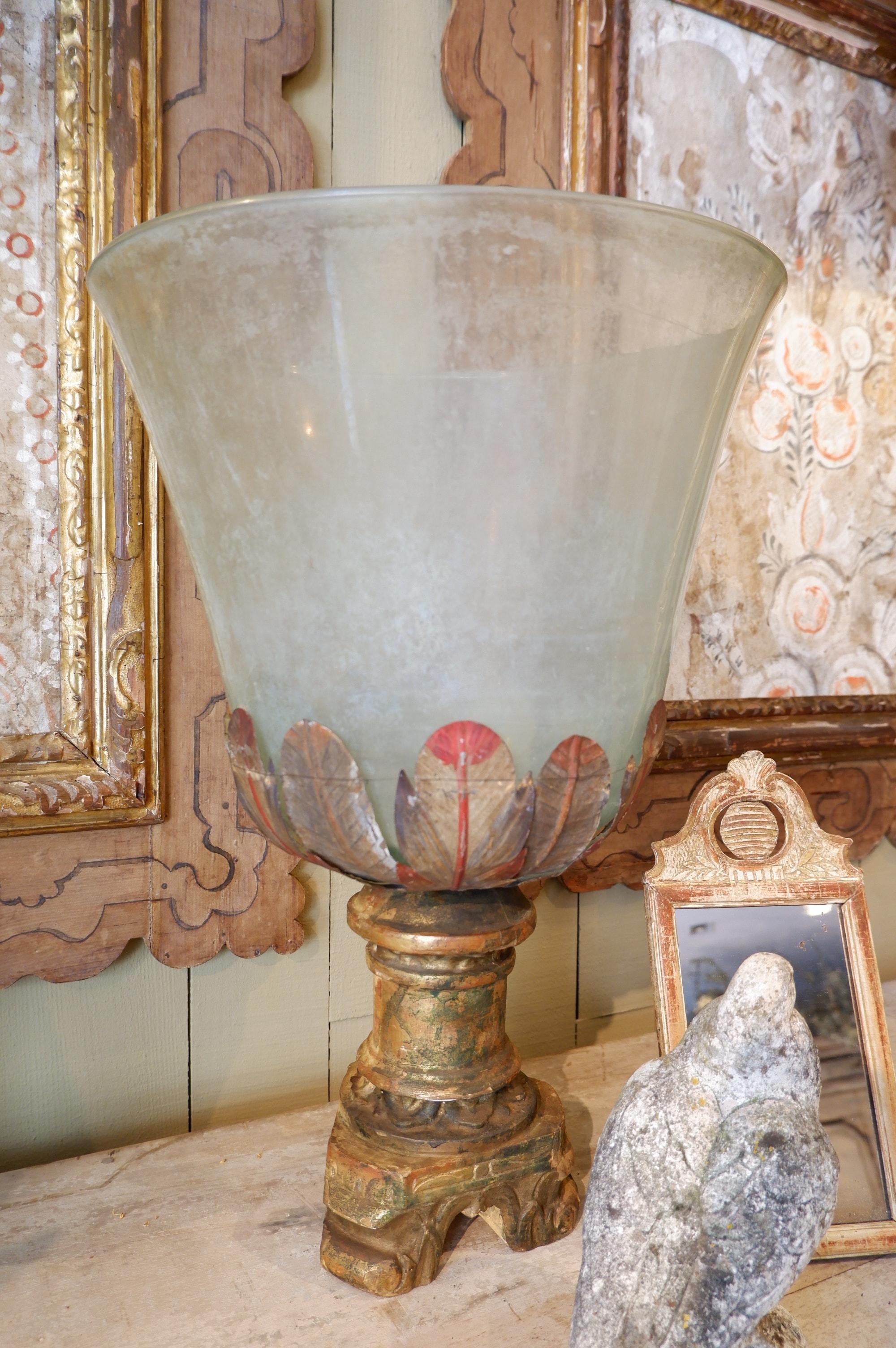 Grand photophore en verre XVIIIE socle en bois