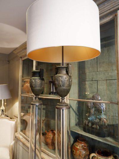 Grande paire de lampes urnes en bronze sur tube de verre + aj en soie