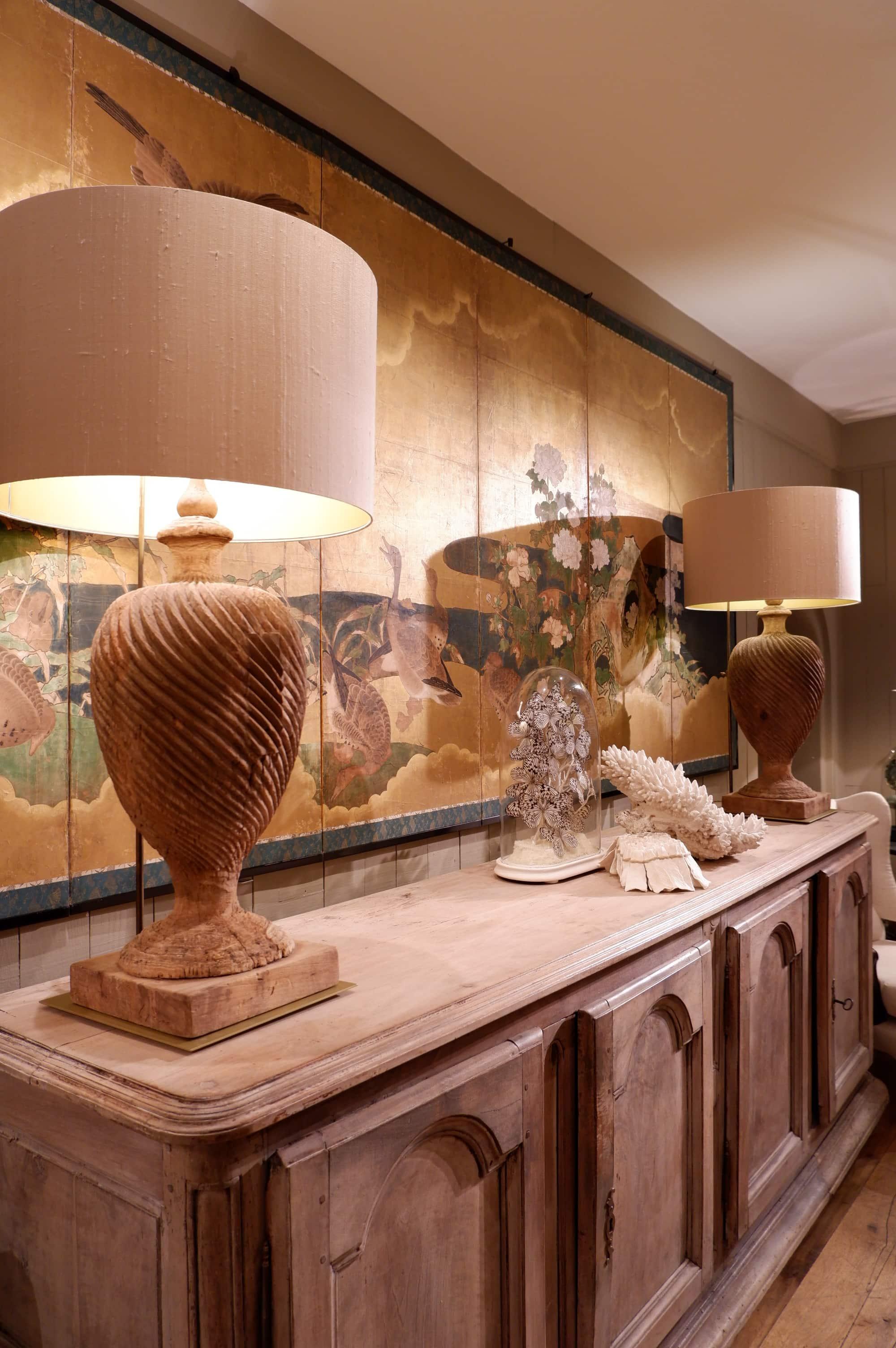 """Paire de lampes """"grands bois sculptés"""" sur socle métal + Aj cylindre en soie"""