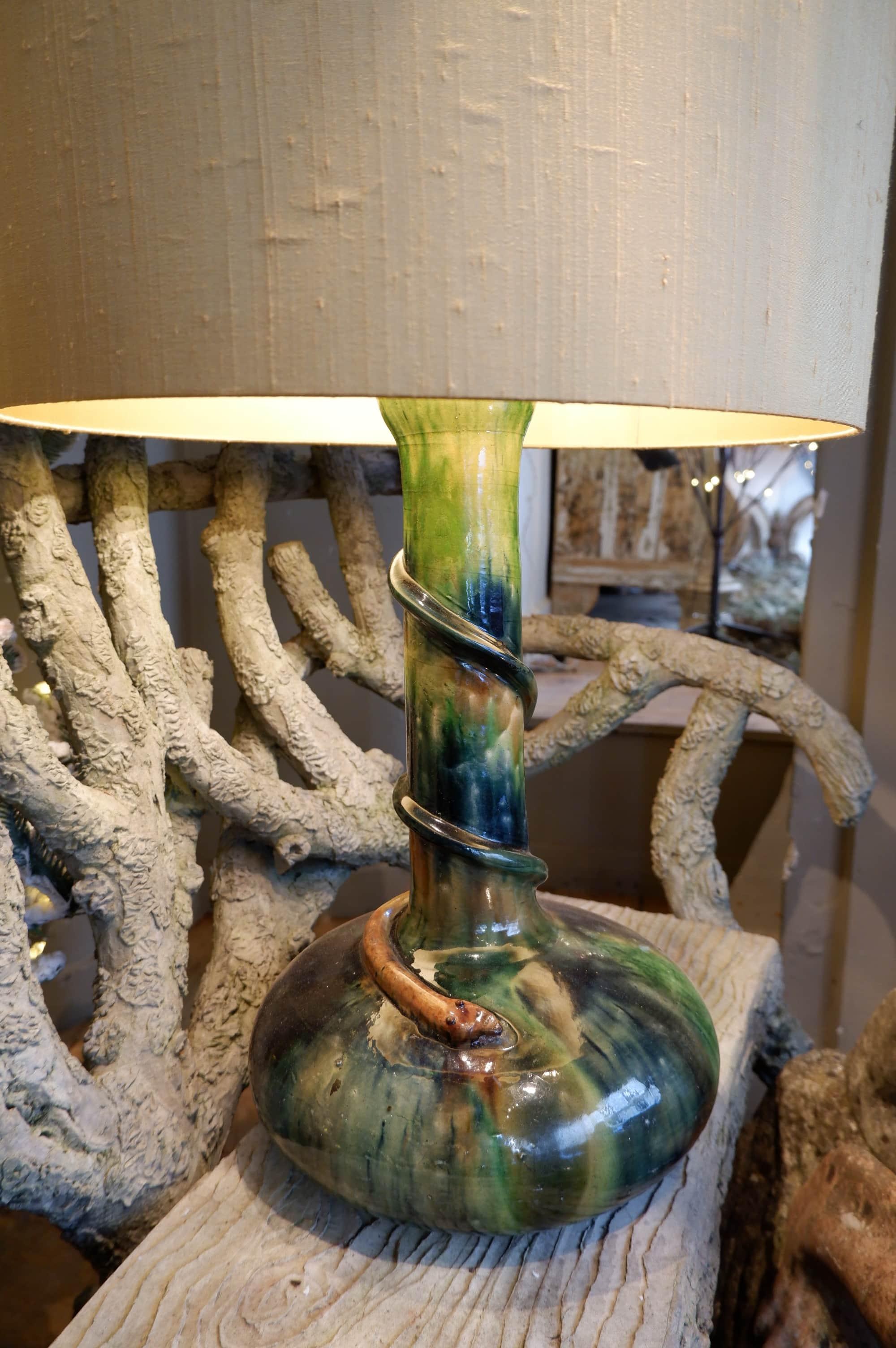 Grande lampe en céramique émaillée – serpent Aj en soie