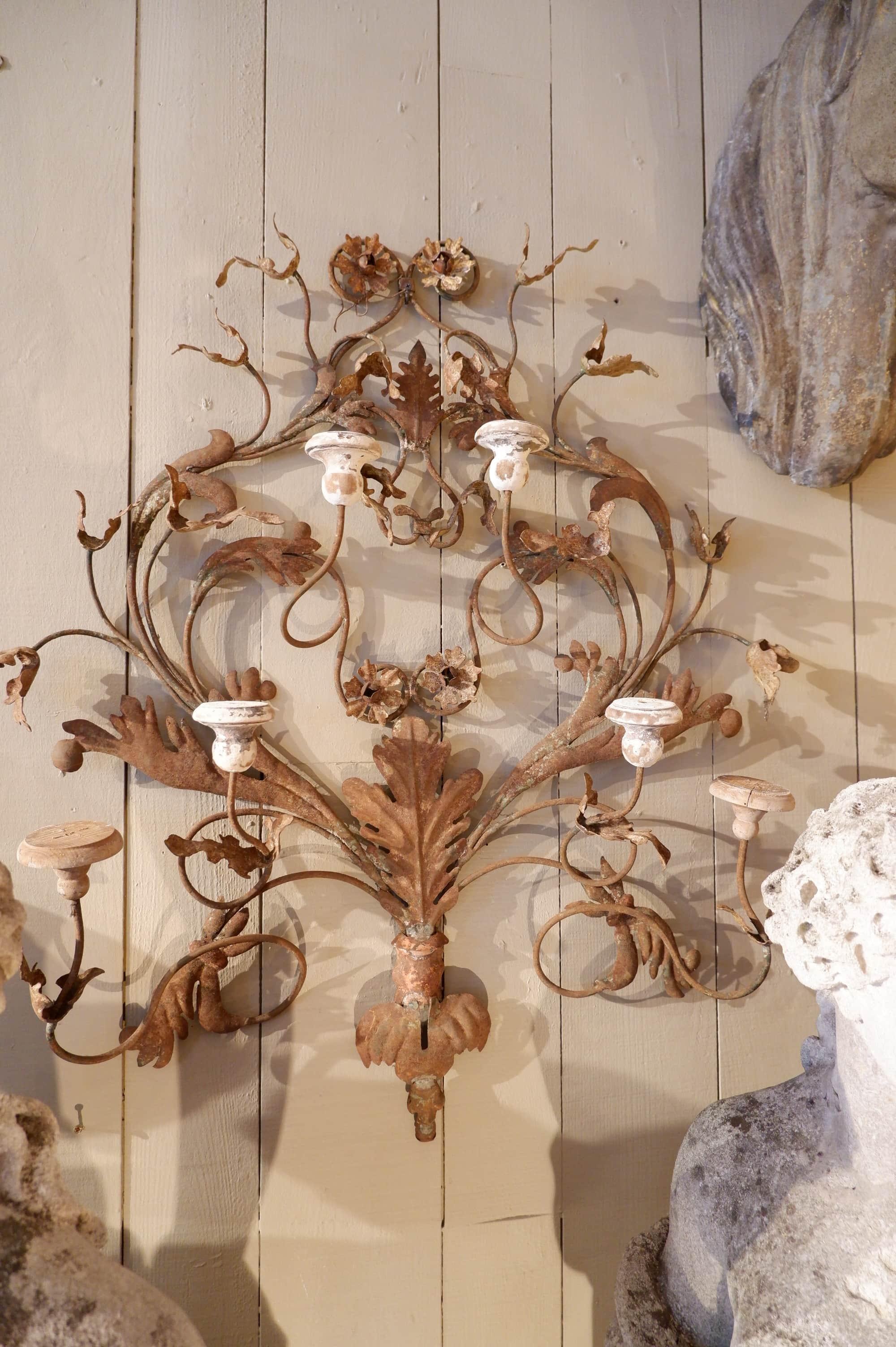 Suite de 3 appliques en fer volutes et feuilles d'acanthes – Italie Ca.1880
