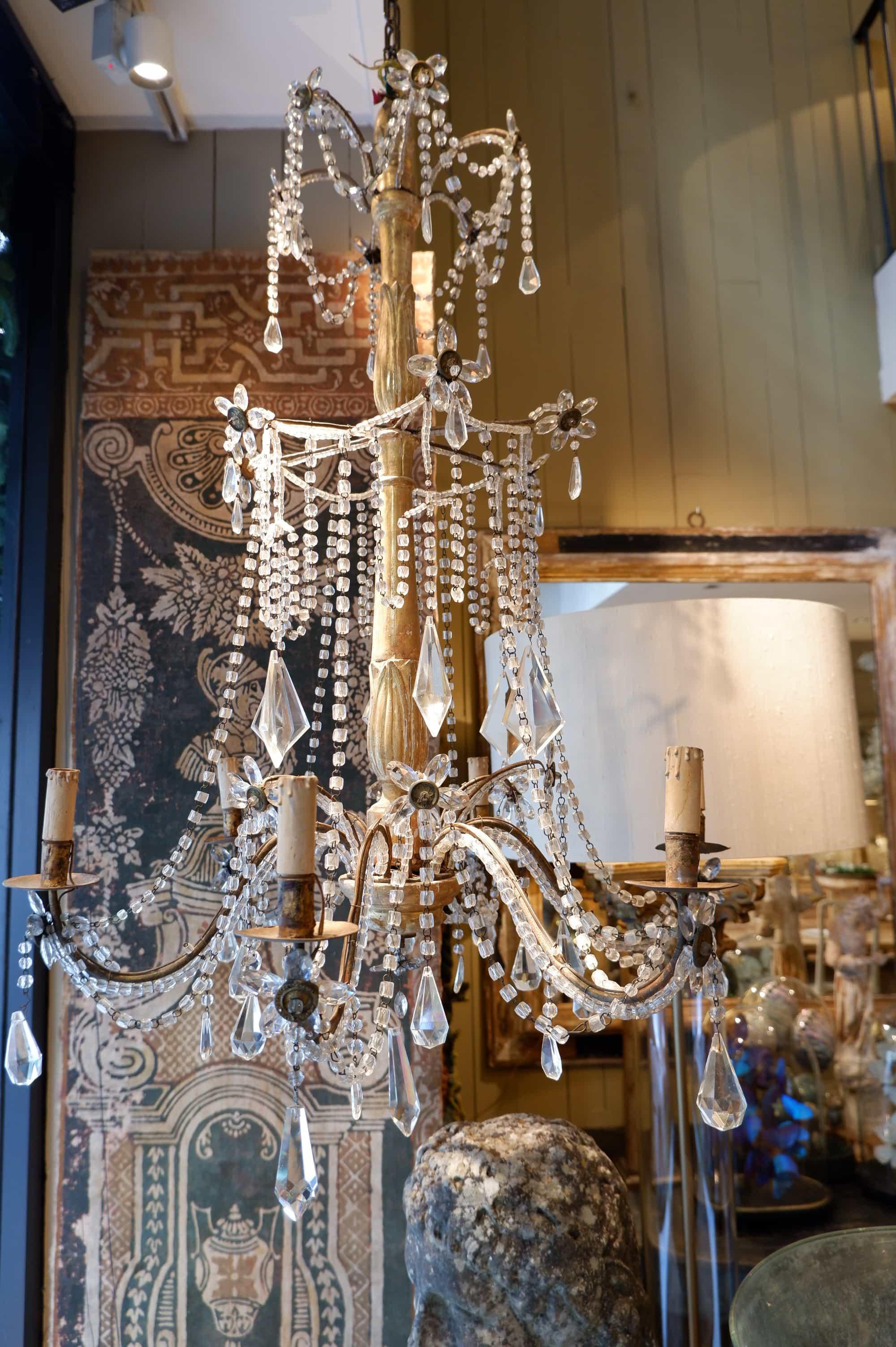 Paire de lustre Génois en bois doré et pendants de verre XIXe