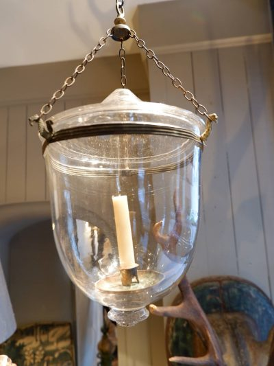 Suspension glass bell directoire for a candle with a lid