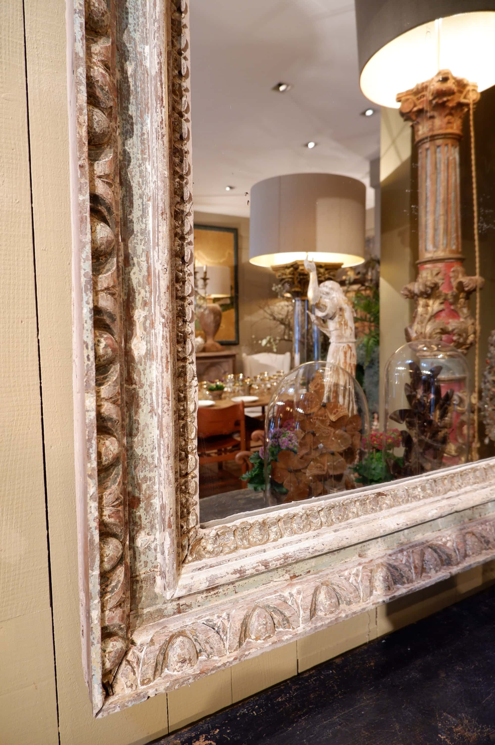 Paire de grands miroirs cadre en bois sculpté patine turquoise – fin XVIIIe
