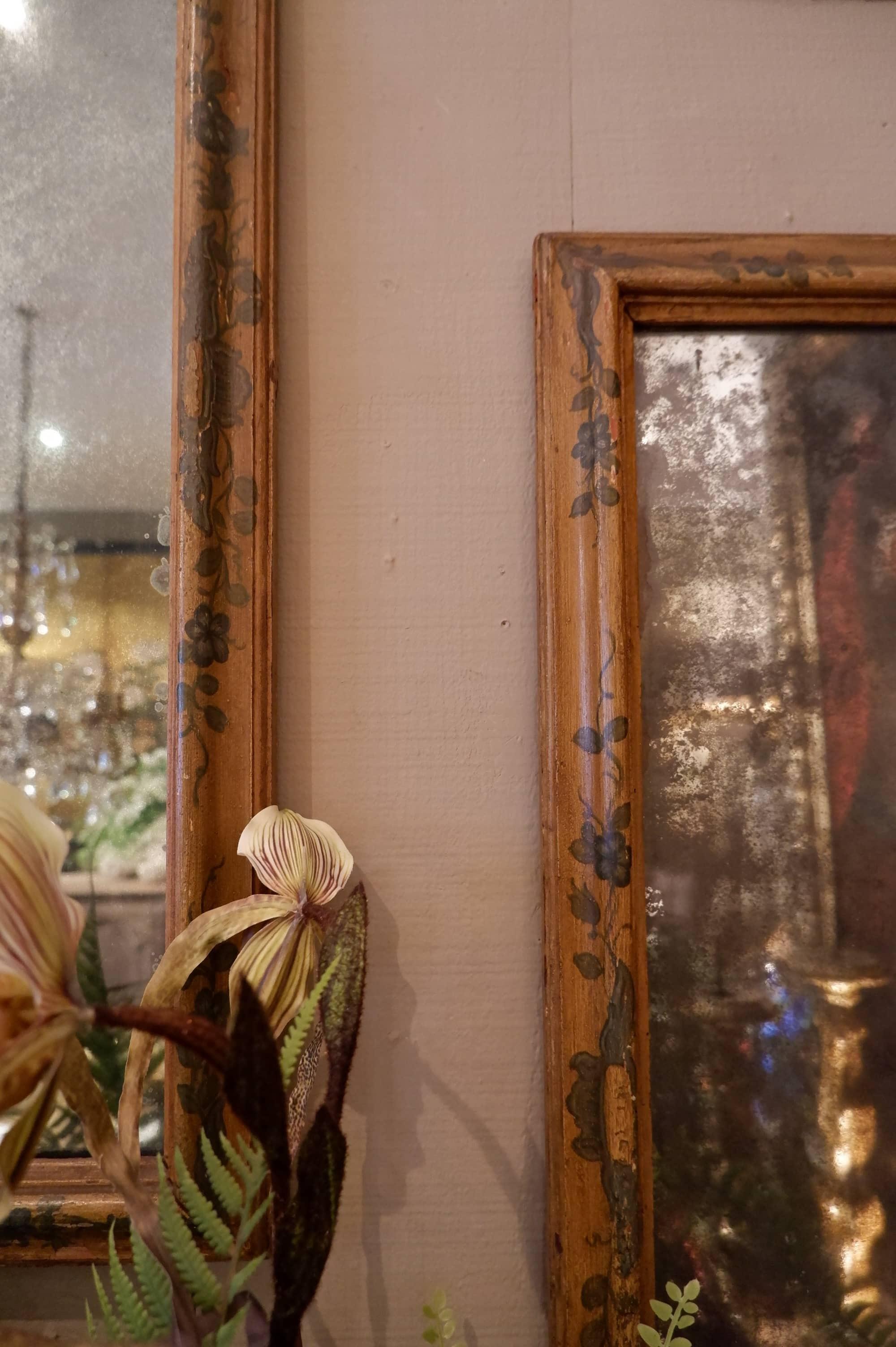 Paire de miroirs au mercure italiens cadre polychrome XVIIIe