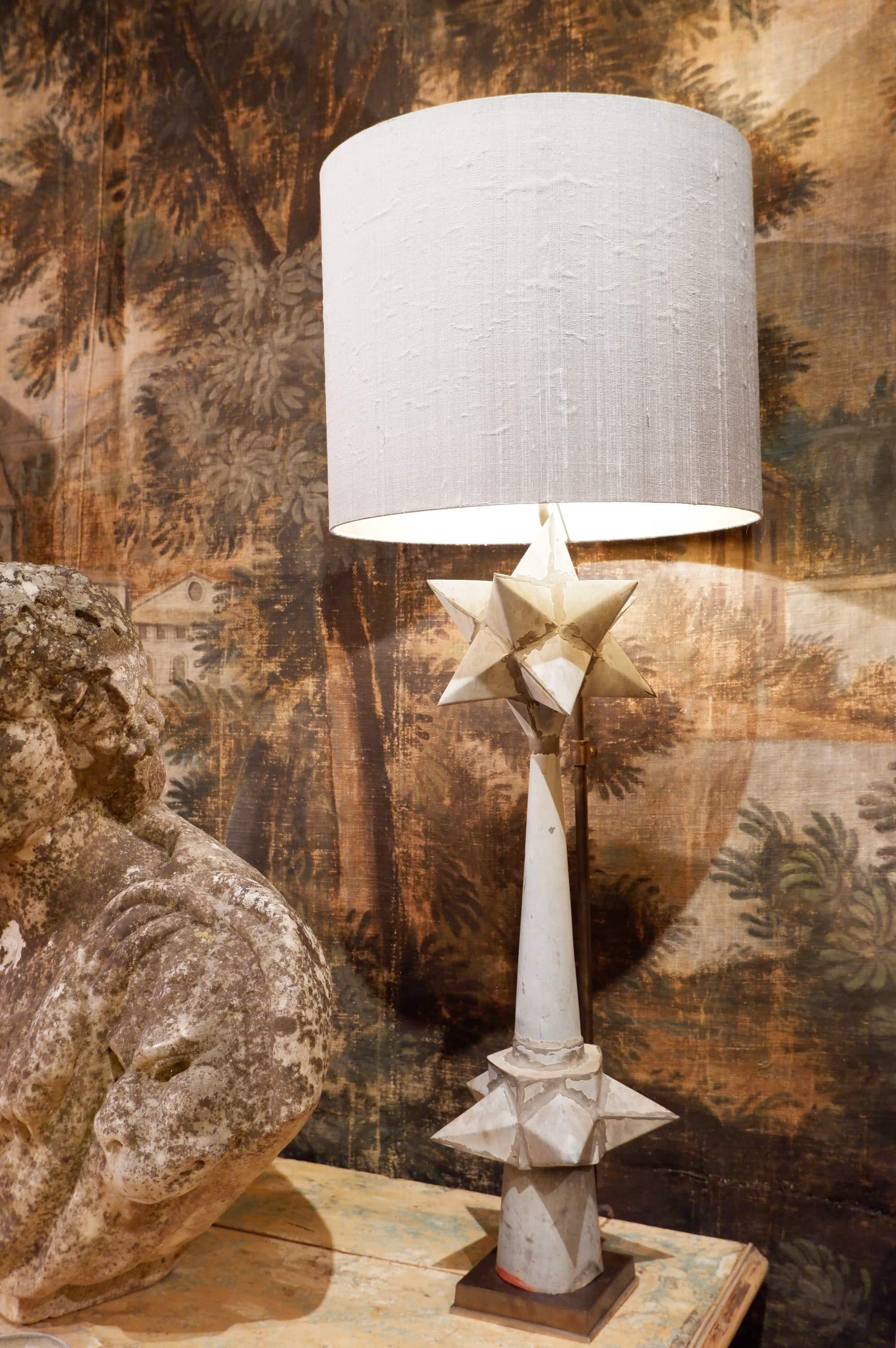 Paire de lampes épi de faitage  polyedres en zinc ca.1900 + AJ soie intérieur or