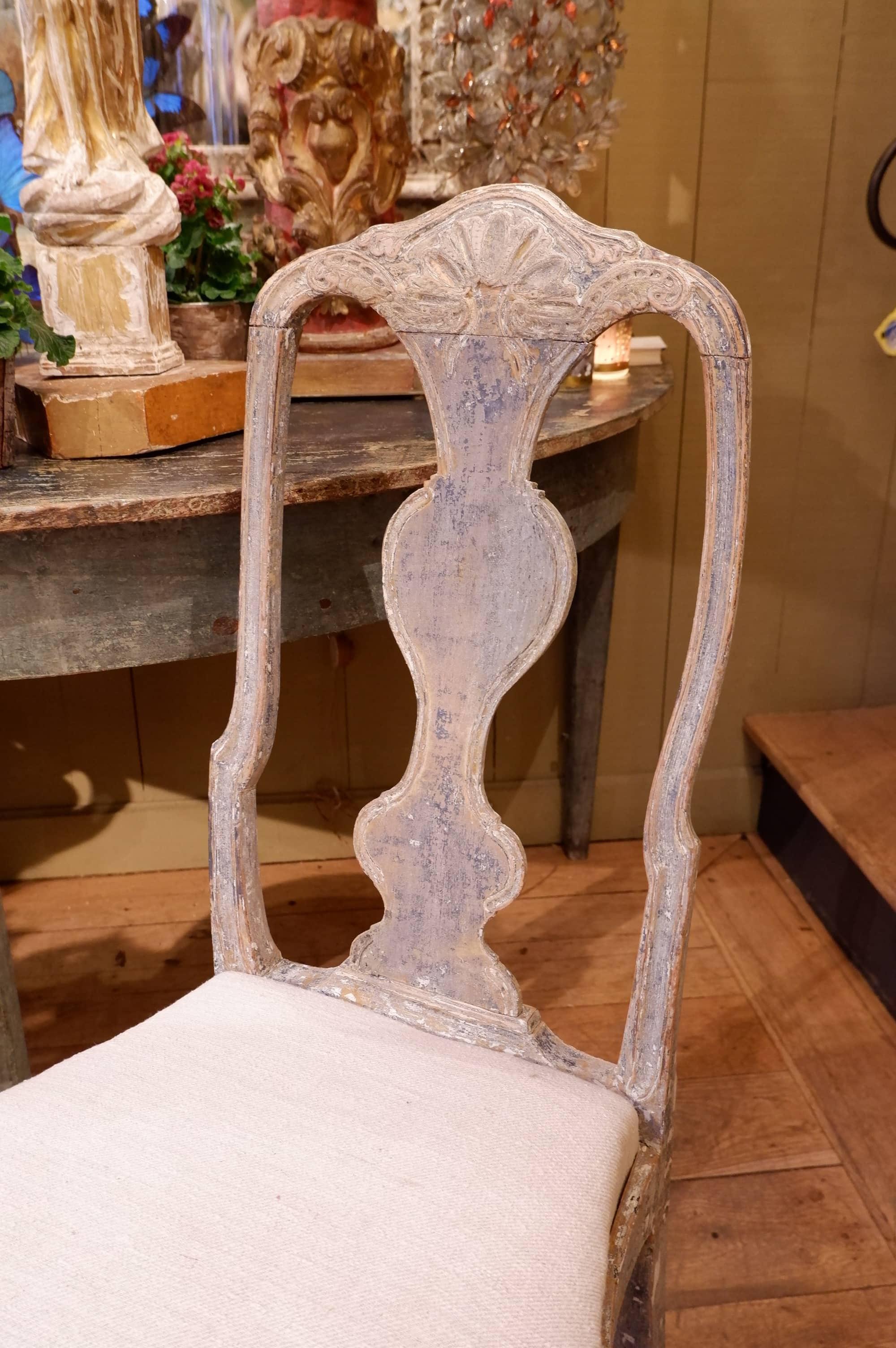 Suite de 6 chaises Roccoco suédoises patine gris bleu époque XVIIIe