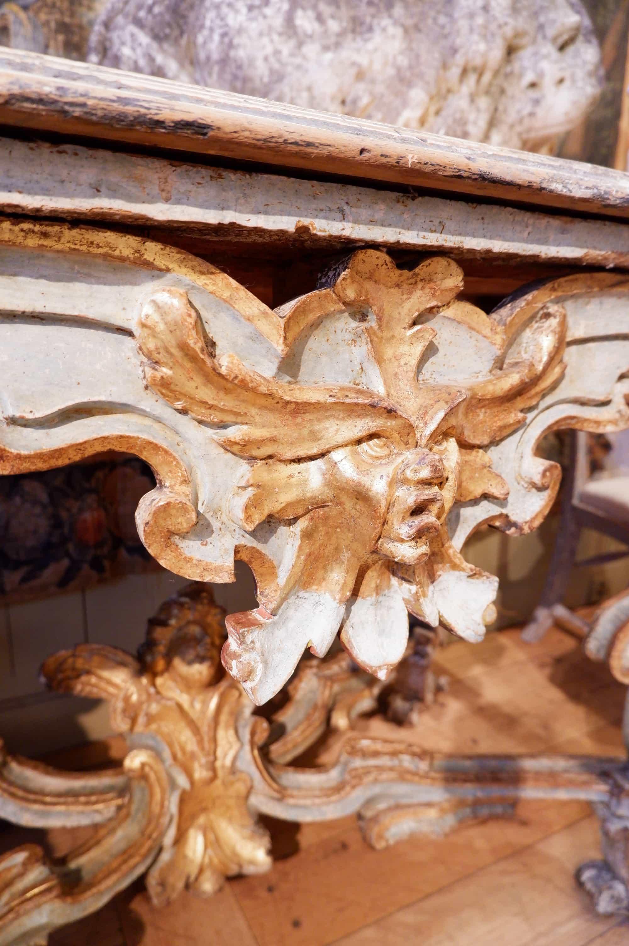 Grande console de milieu Vénitienne en bois sculpté polychrome début XVIIIe patine bleu lagon