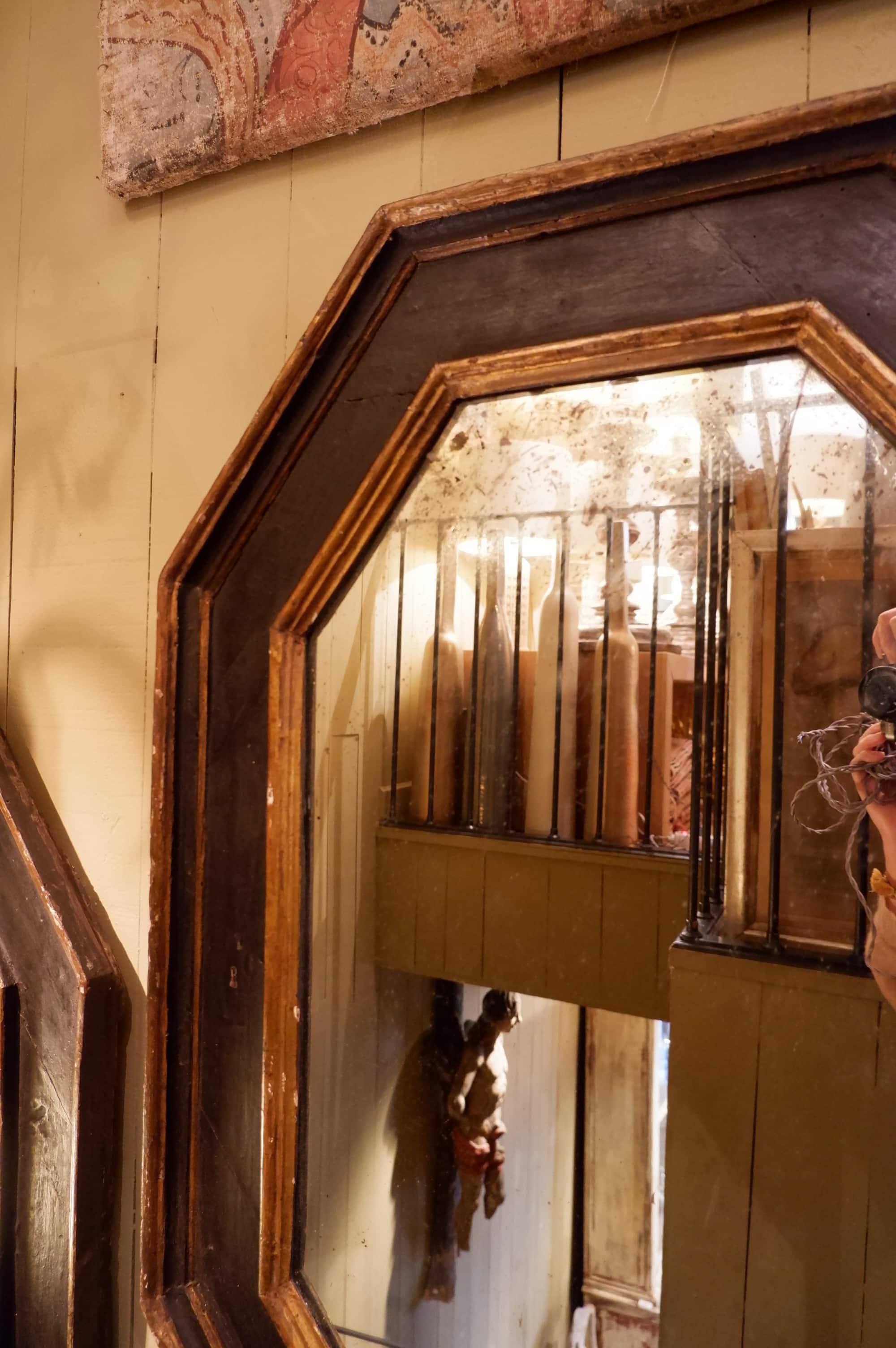 Paire de miroirs cadre hexagonal en bois laqué noir XIXe