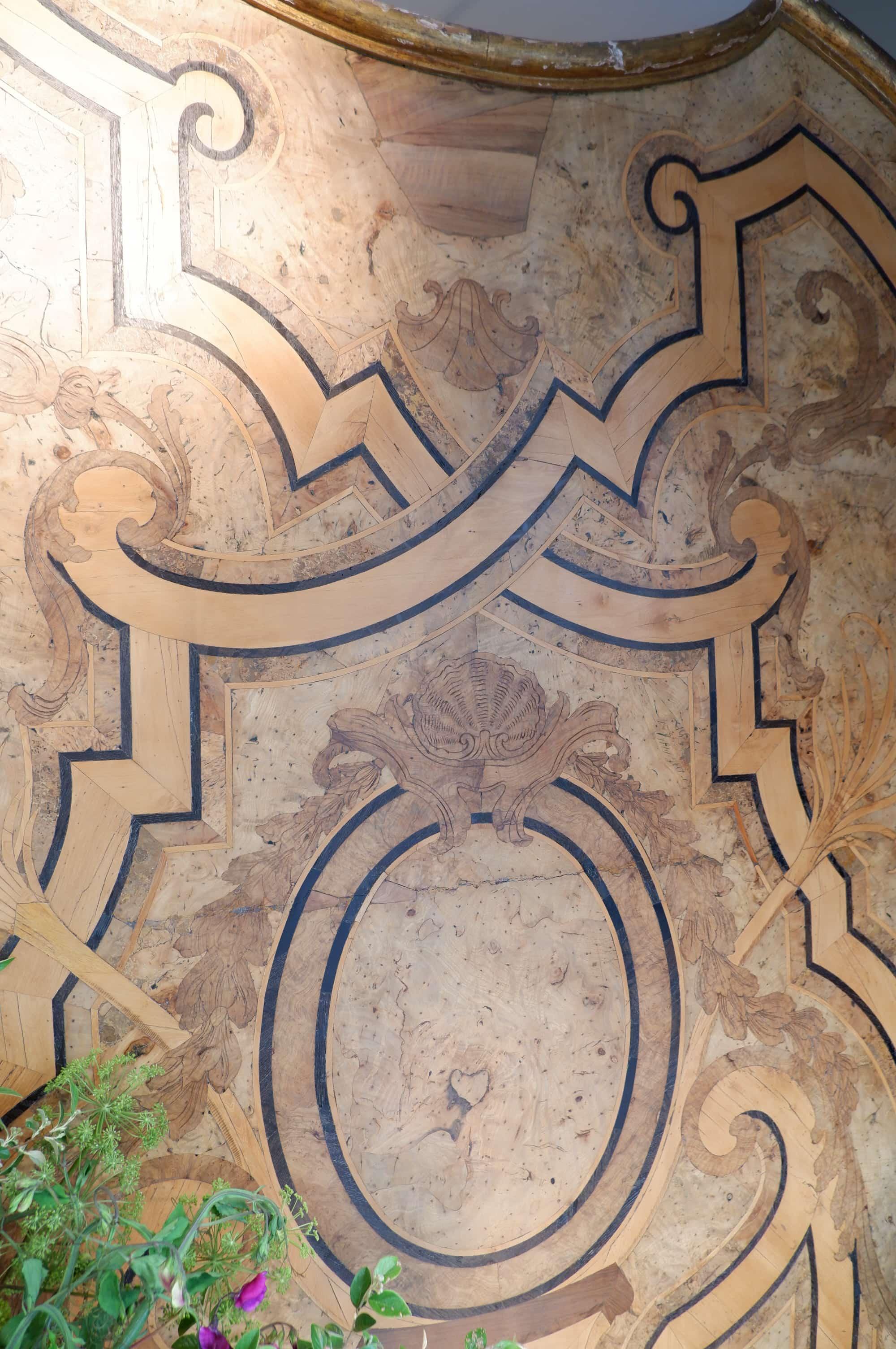 Banc d'entrée D'époque Louis XIV décor de feuilles d'acanthes et palmes en marqueterie de bois