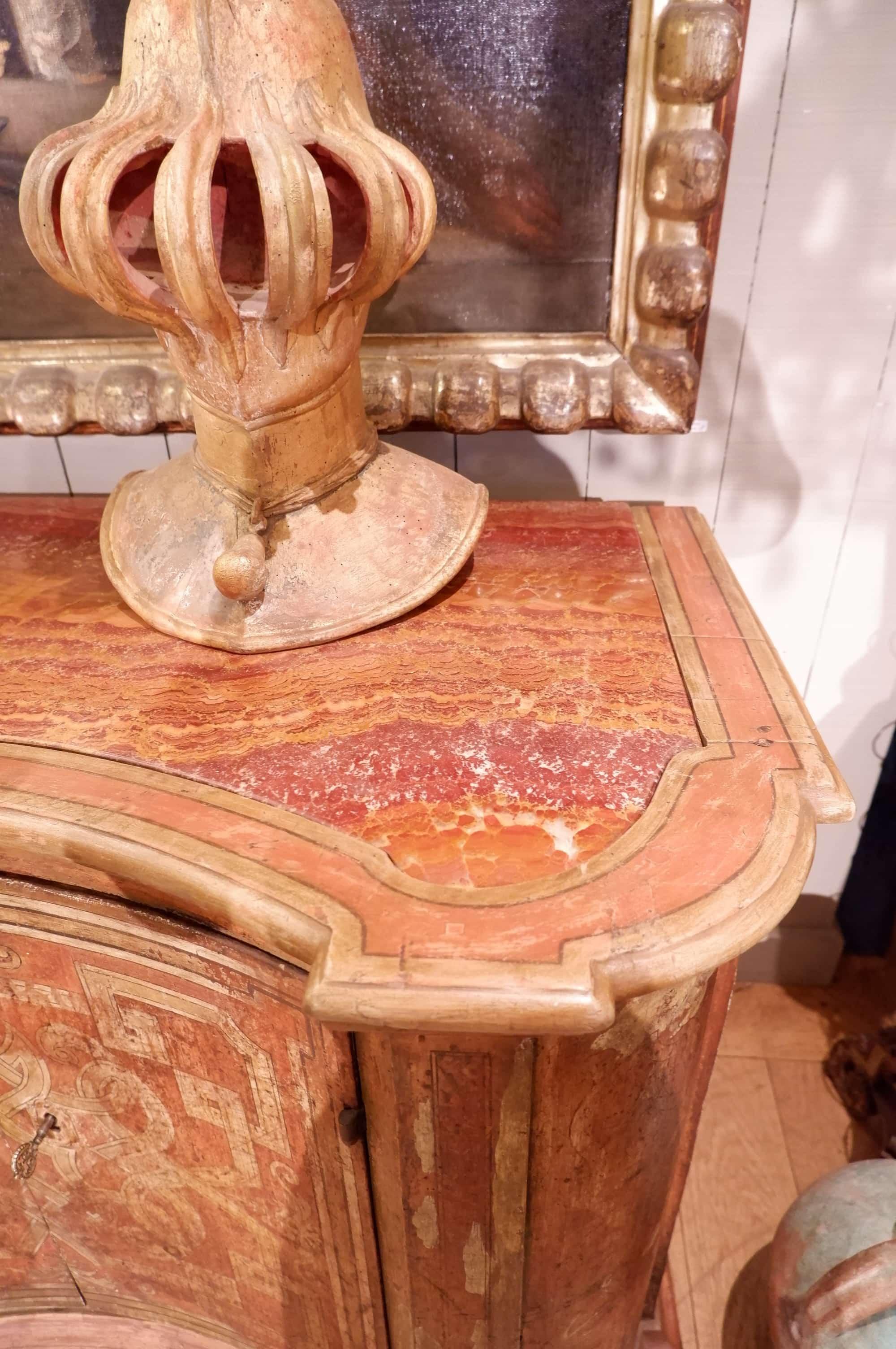 Buffet Toscan a deux portes & plateau en marbre de Sienne d'époque XVIIIe
